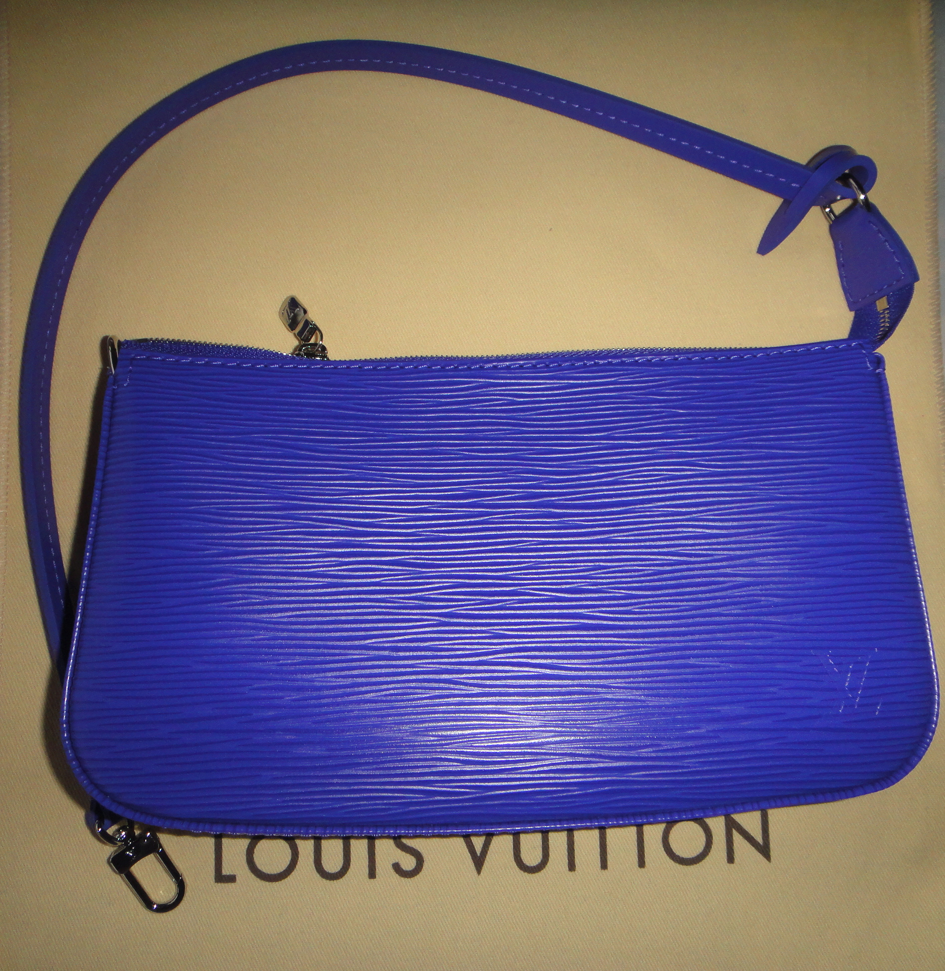 Louis Vuitton Epi Poch.Acc. in FIGUE