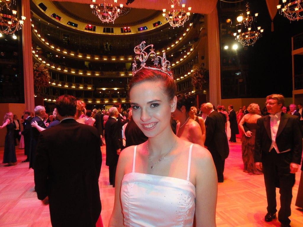 Debutante Lisa Redelsteiner - Vienna Opera Ball 2013