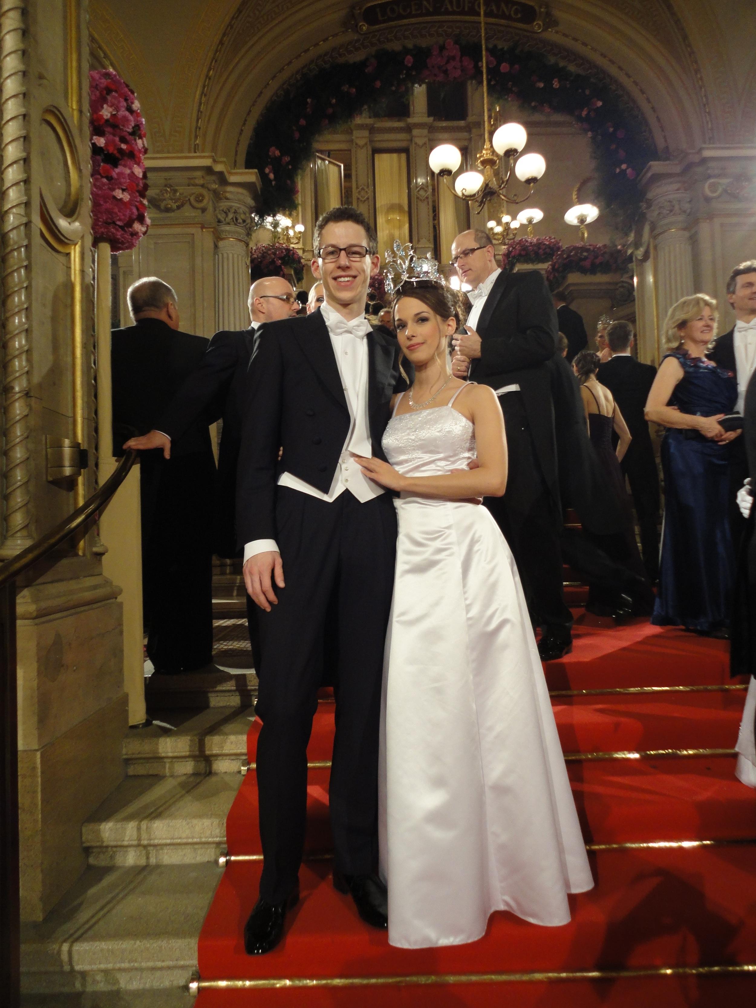 Debütantin Cornelia Pech mit ihrem Tanzpartner - Opernball 2013