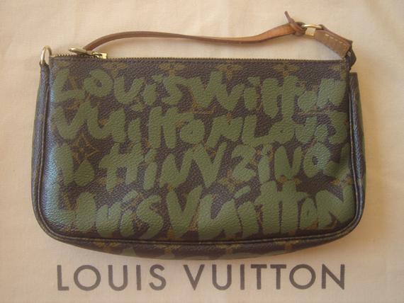 Louis Vuitton Graffiti Pochette Accessoires
