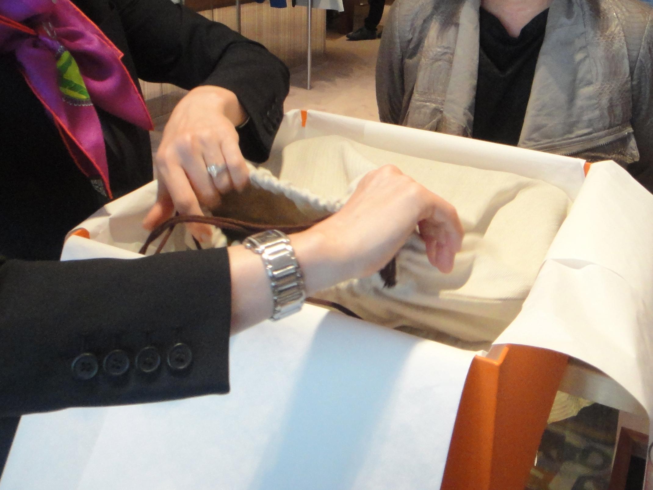 what's inside the dust bag? / Was befindet sich in dem Staubbeutel?