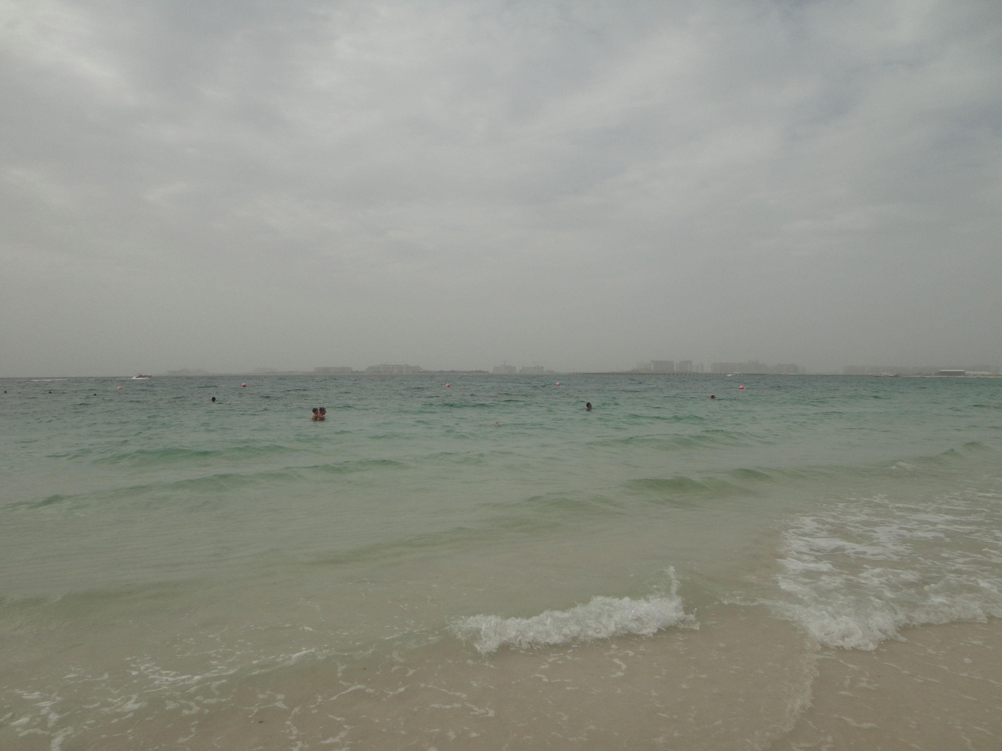 swimming in the Persian Gulf / Baden im Persischen Golf