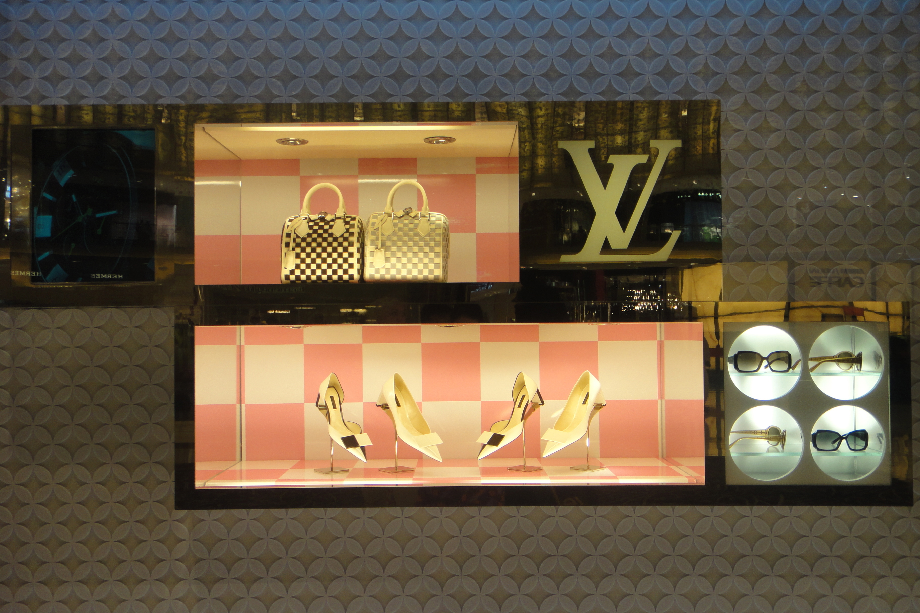 Dubai Mall - Louis Vuitton