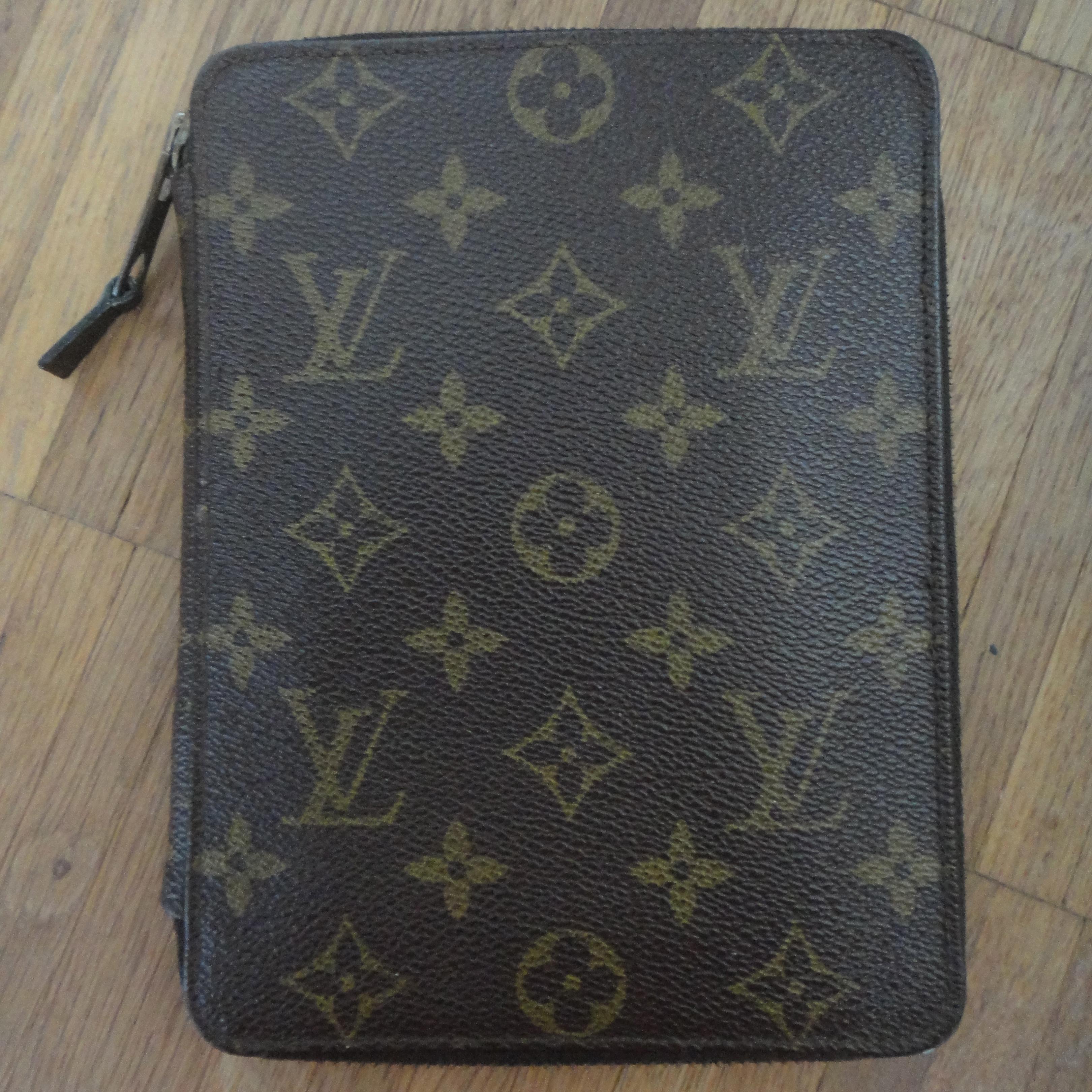 Louis Vuitton Poche Passeport