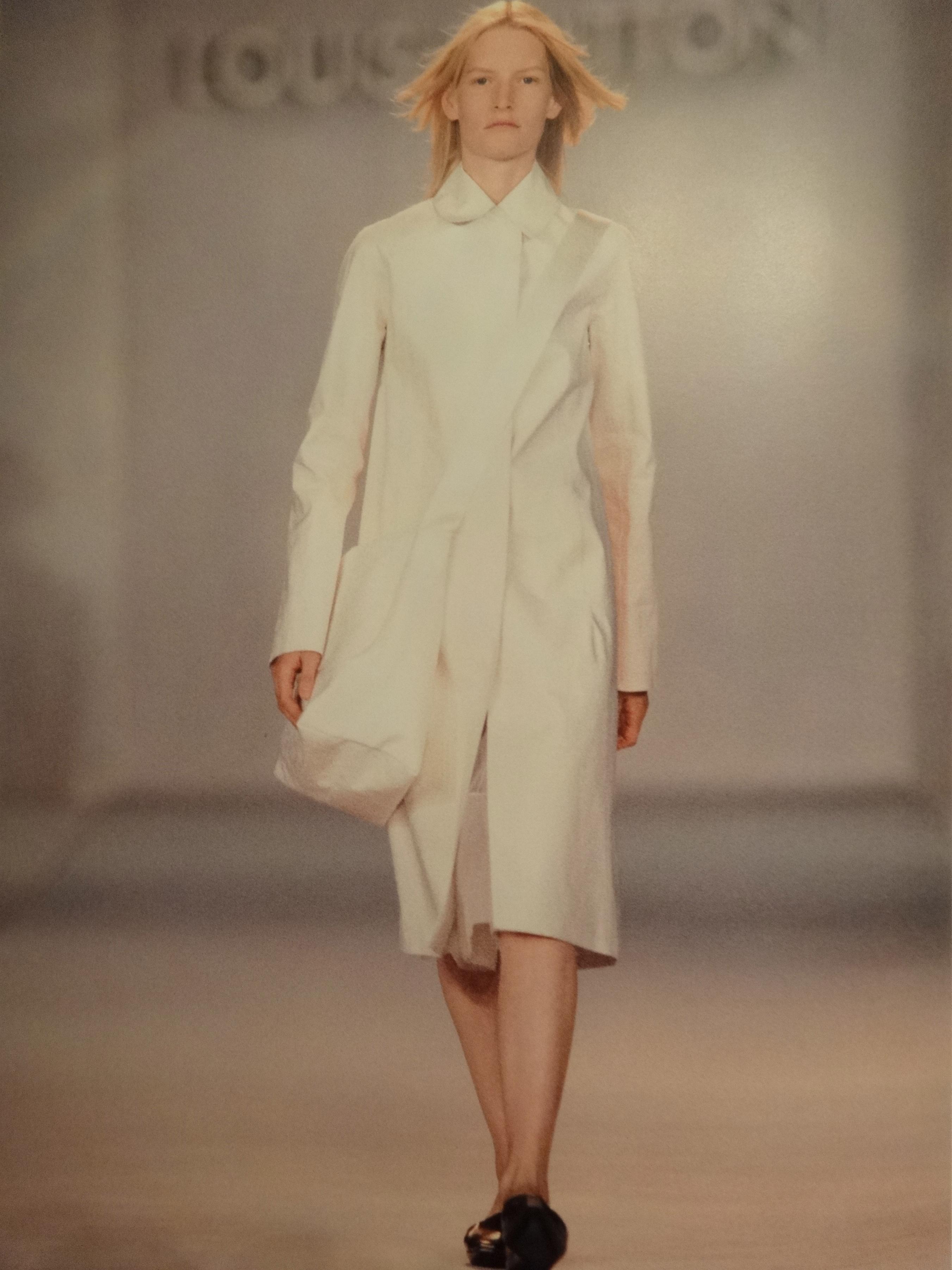 Marc Jacobs first show Fall Winter 1998 - 1999 - white lambskin Messenger Bag, (c) Louis Vuitton