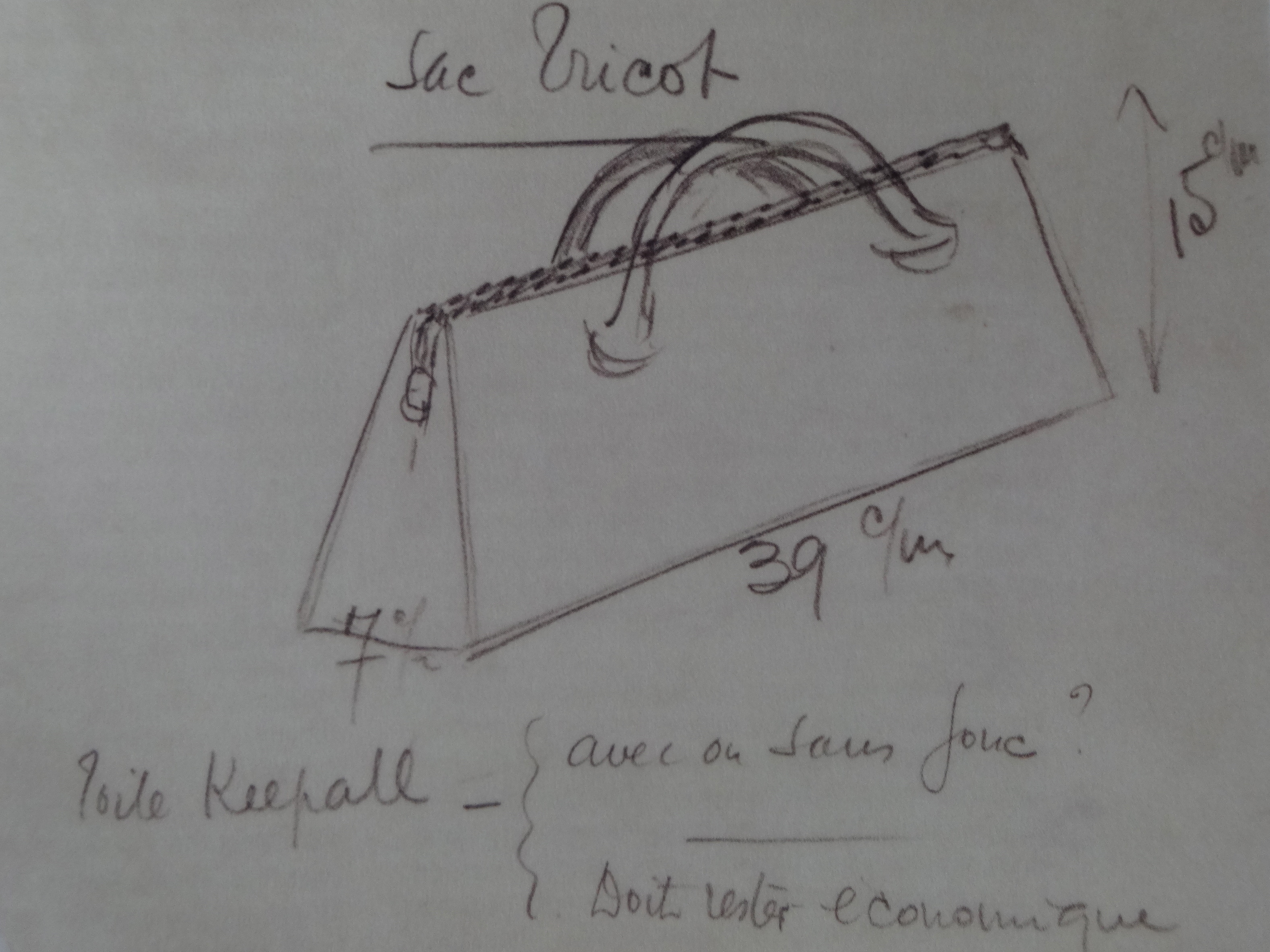 early triangle bag sketch (c) Louis Vuitton