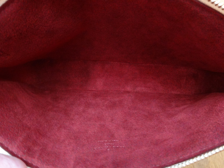 red velour-like lining / rotes veloursartiges Futter