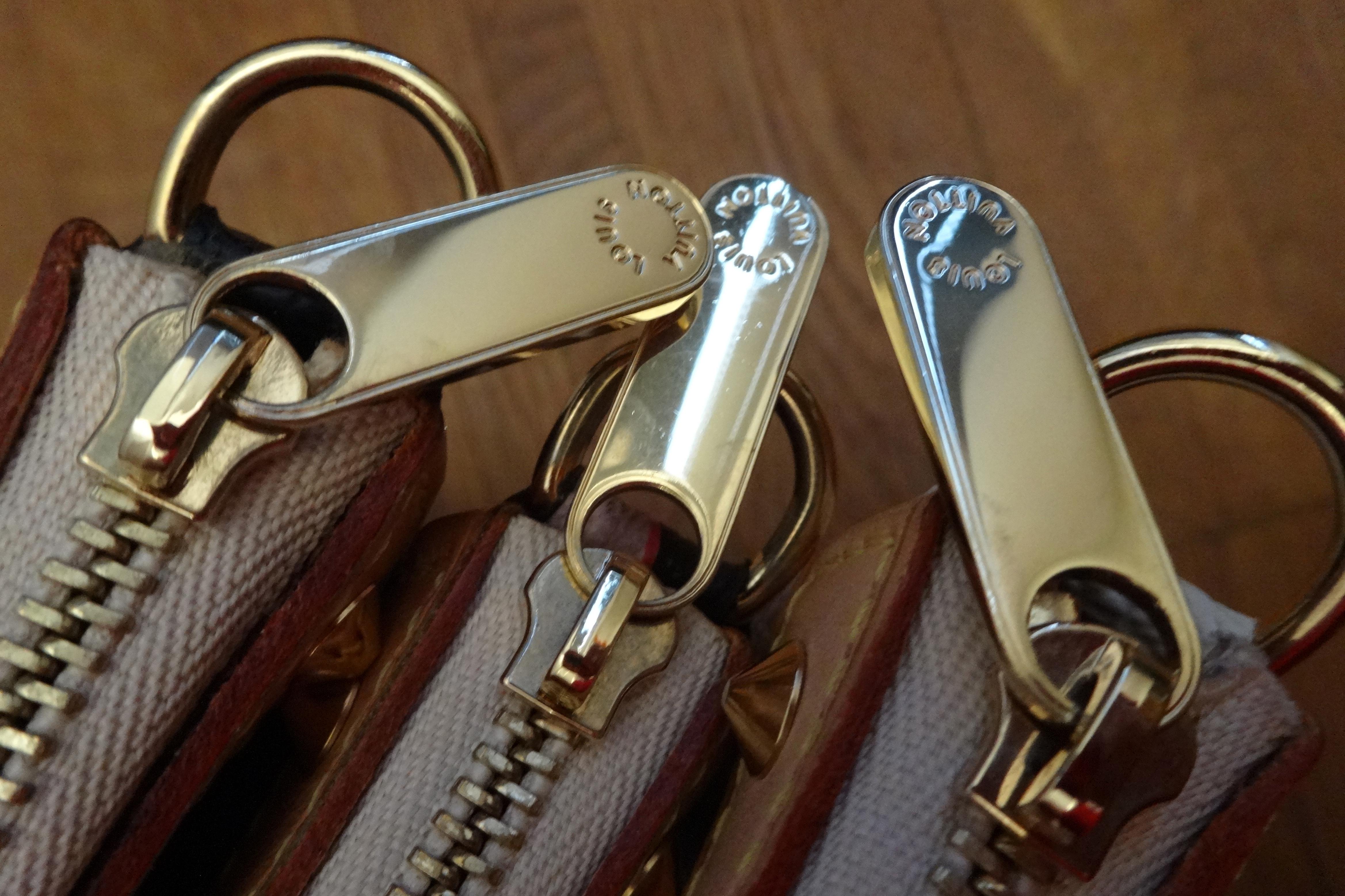 Zipper pulls of Murakami Pochette Accessoires -