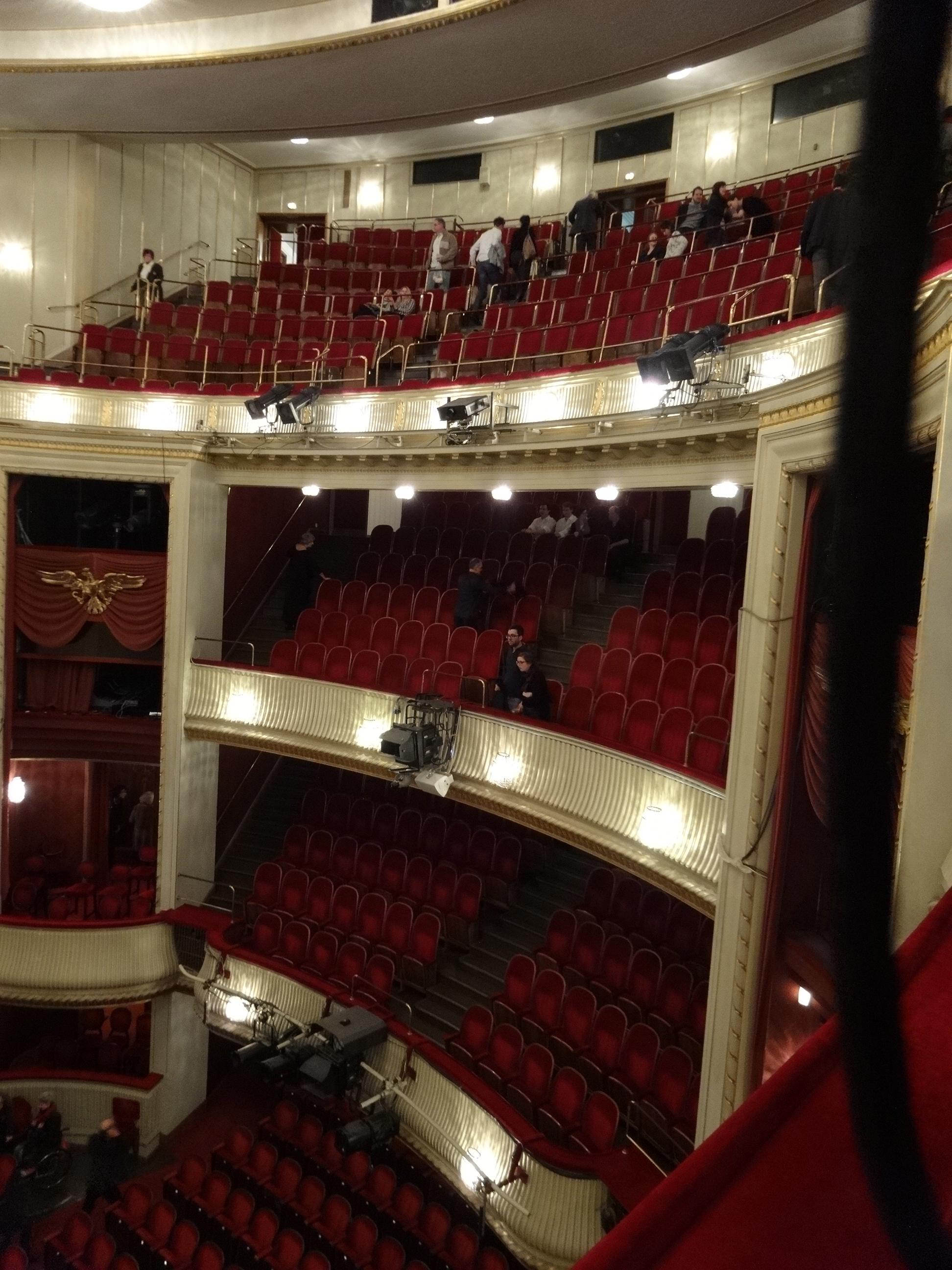 DSC02700 Burgtheater 9 HappyFace313