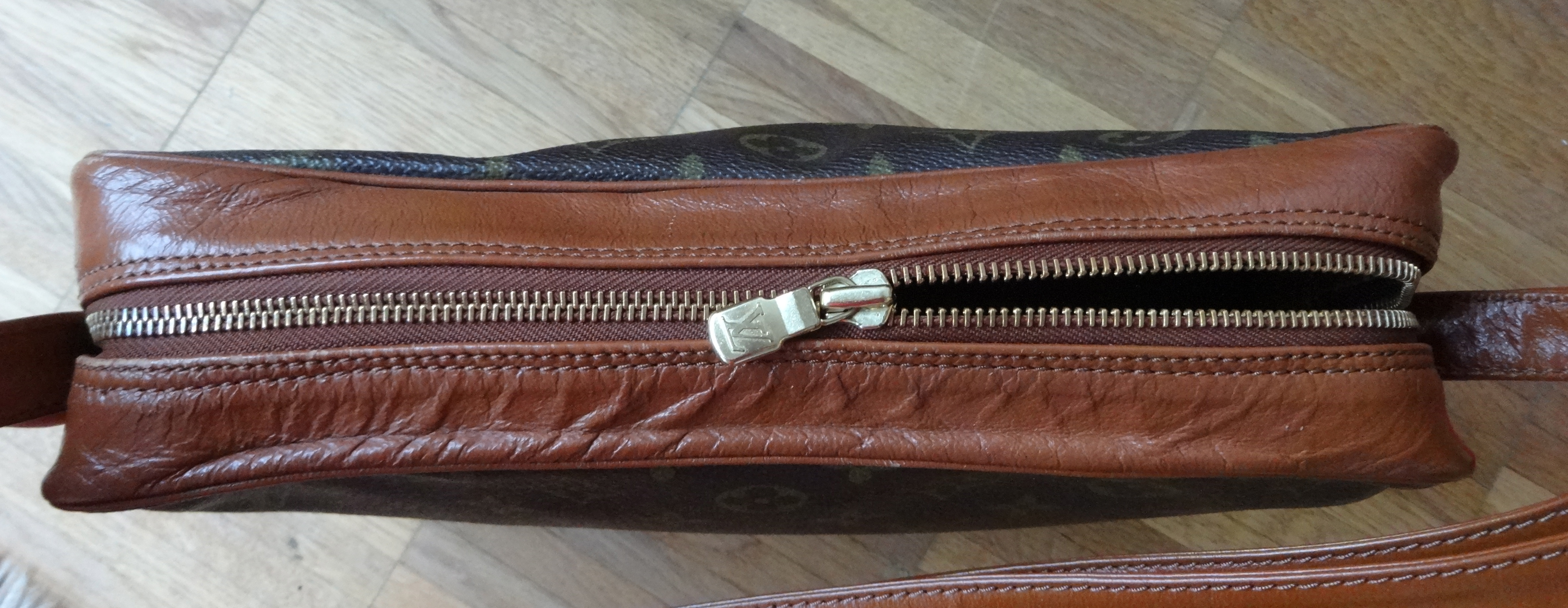 top with zipper - LV Bandouliere - Aufsicht mit Reissverschluss