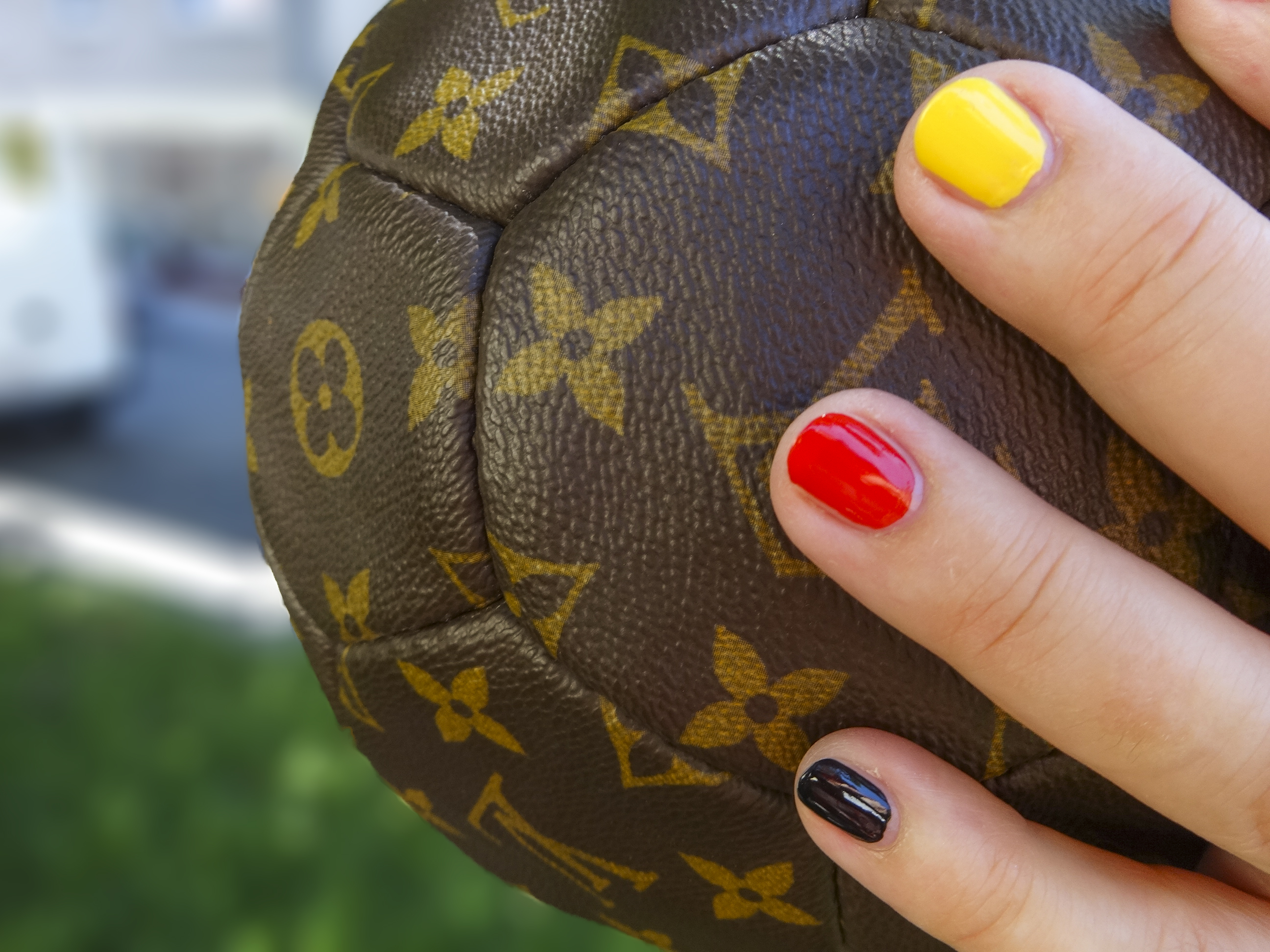 Louis Vuitton Fussball Ballon essence go go goal www.happyface313.com