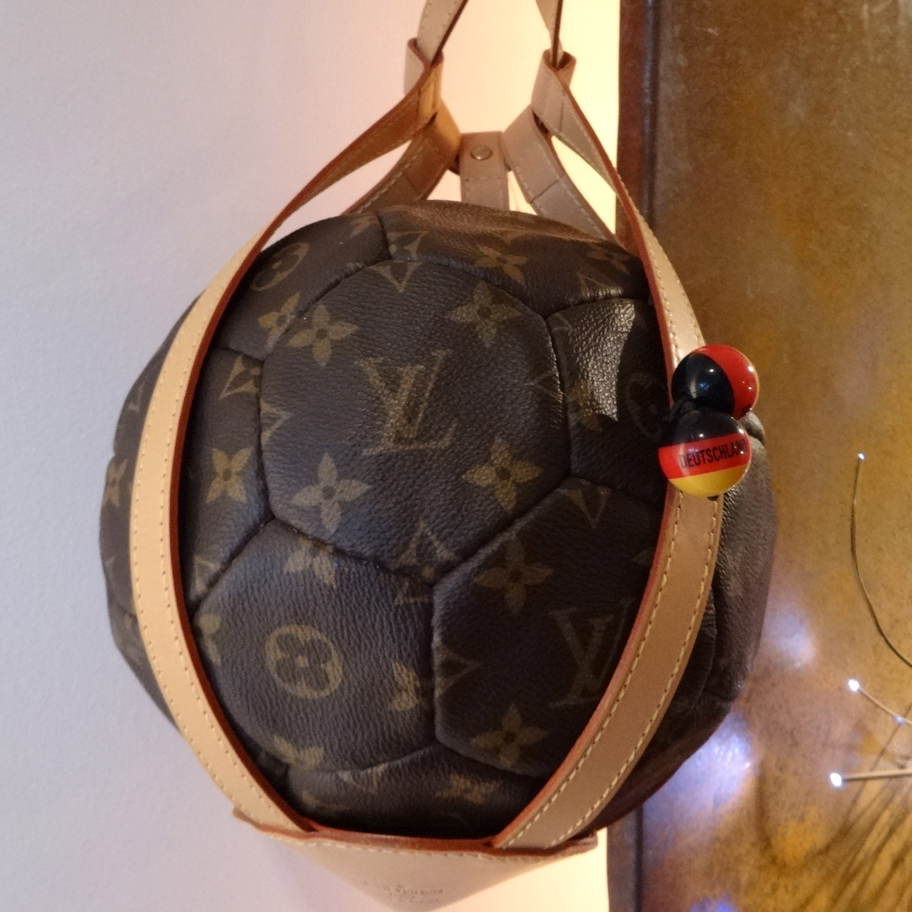 Louis Vuitton Fussball essence go go goal Haargummi HappyFace313