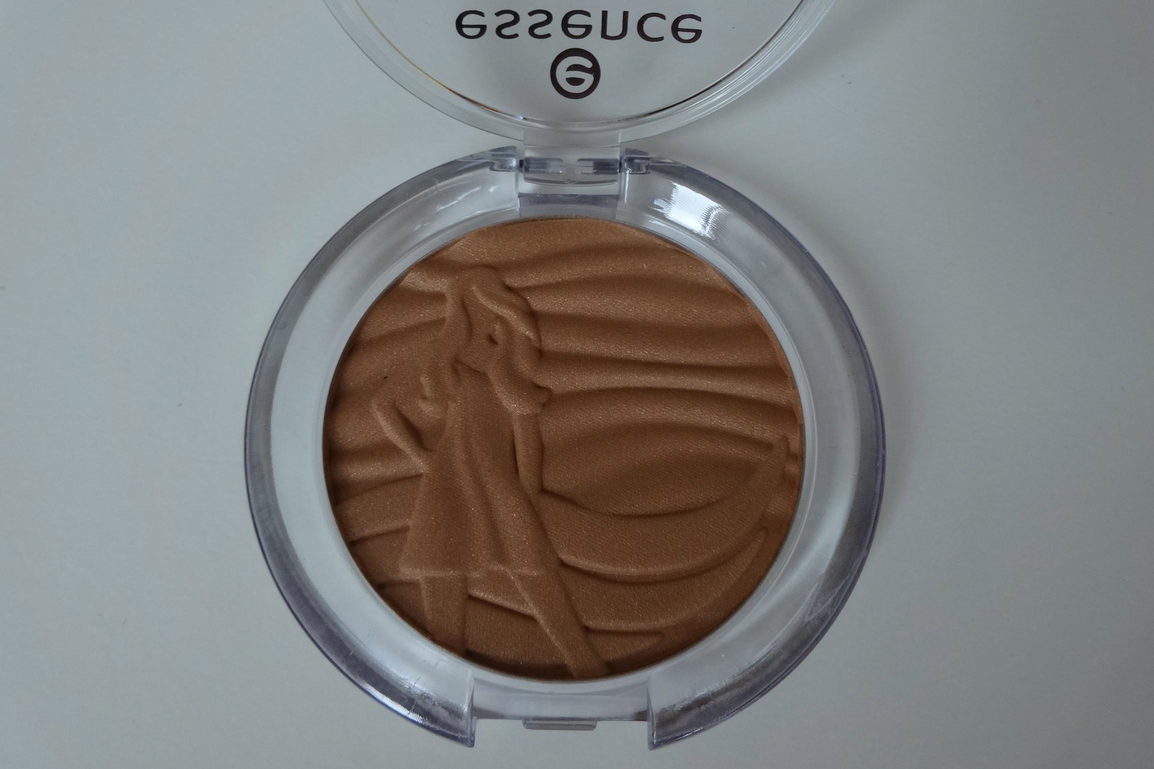 essence sun club shimmer bronzing powder for lighter skin