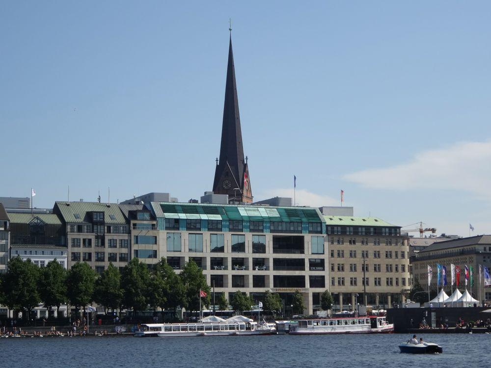 Hamburg - Binnen-Alster, Ballindamm mit Europa-Passage und Petri-Kirche