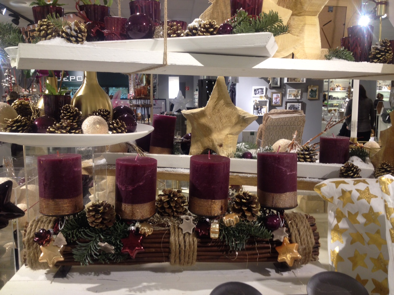 Adventskranz in gold und mauve