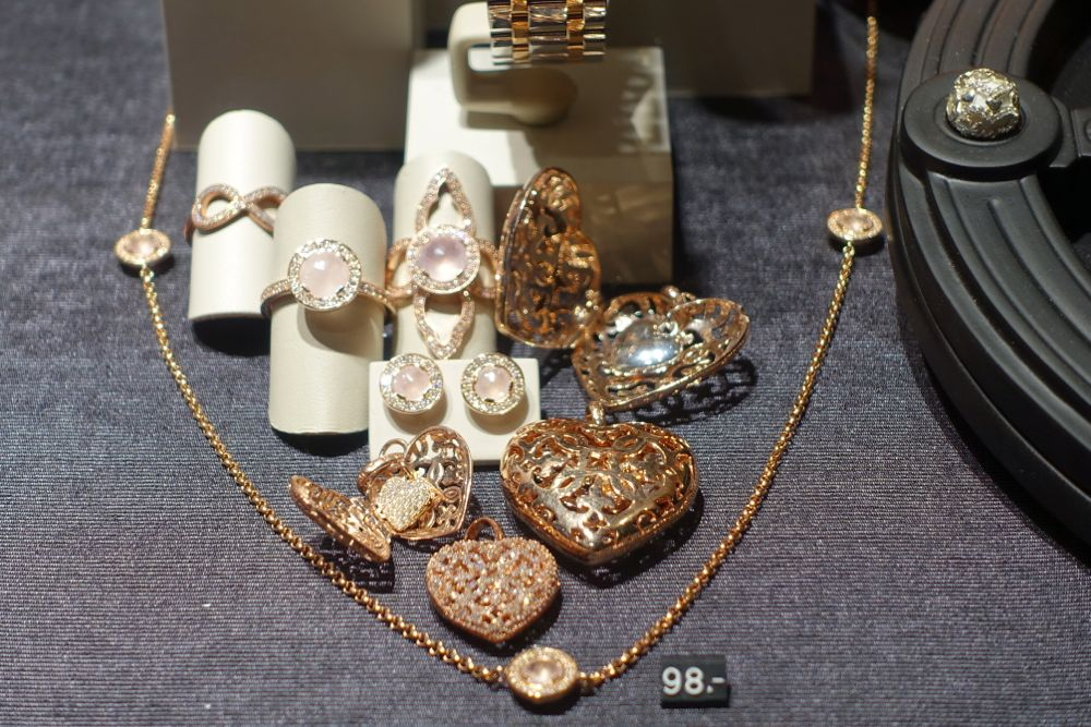 delicate jewelry at Thomas Sabo
