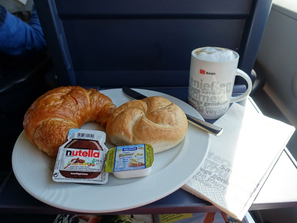 Frühstück in der Bahn / breakfast in the train