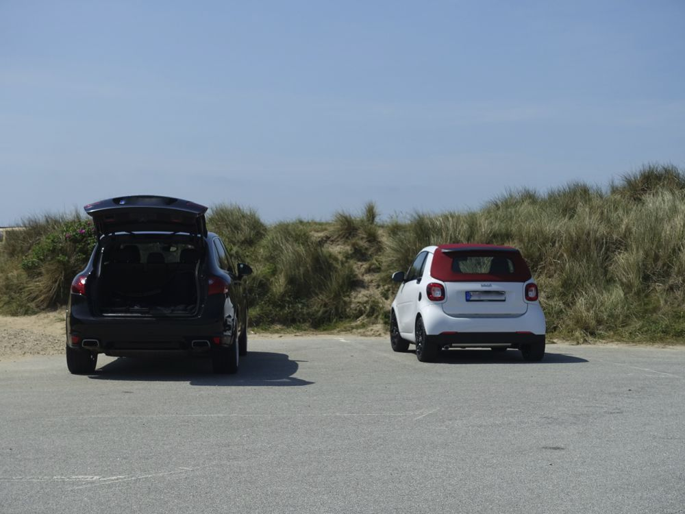 typical Sylt cars - Porsche and smart