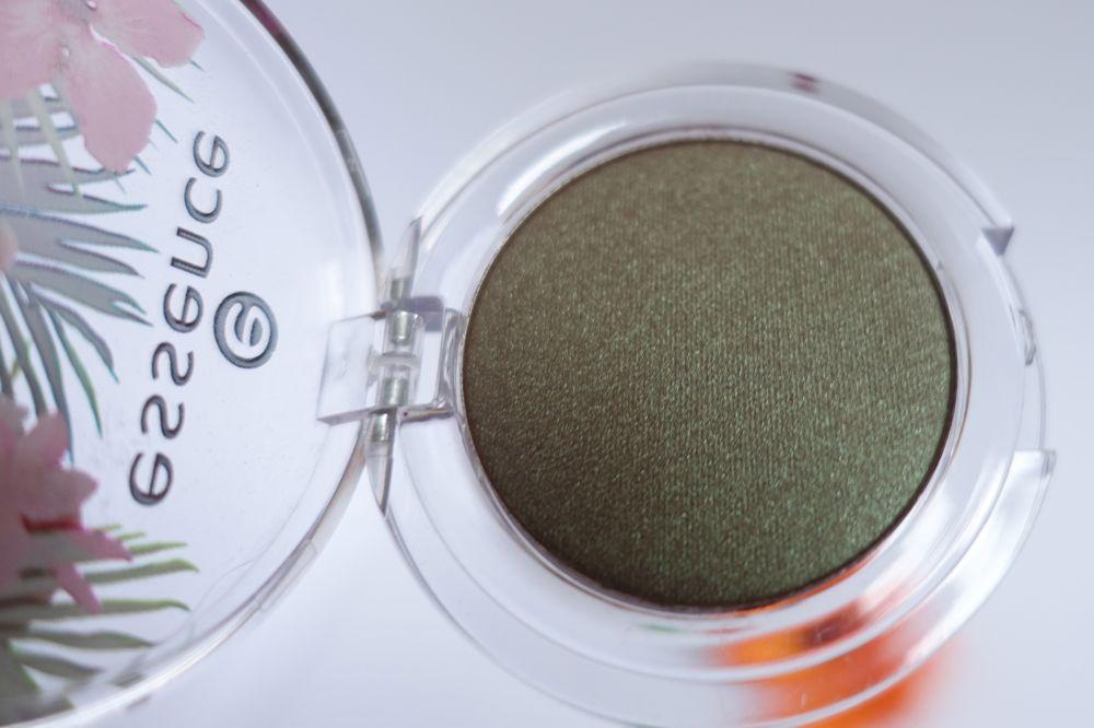 Großaufnahme von 01 you can, toucan essence eyeshadow