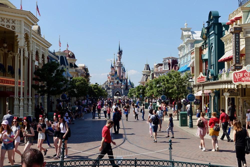 Disneyland-Paris-HappyFace313