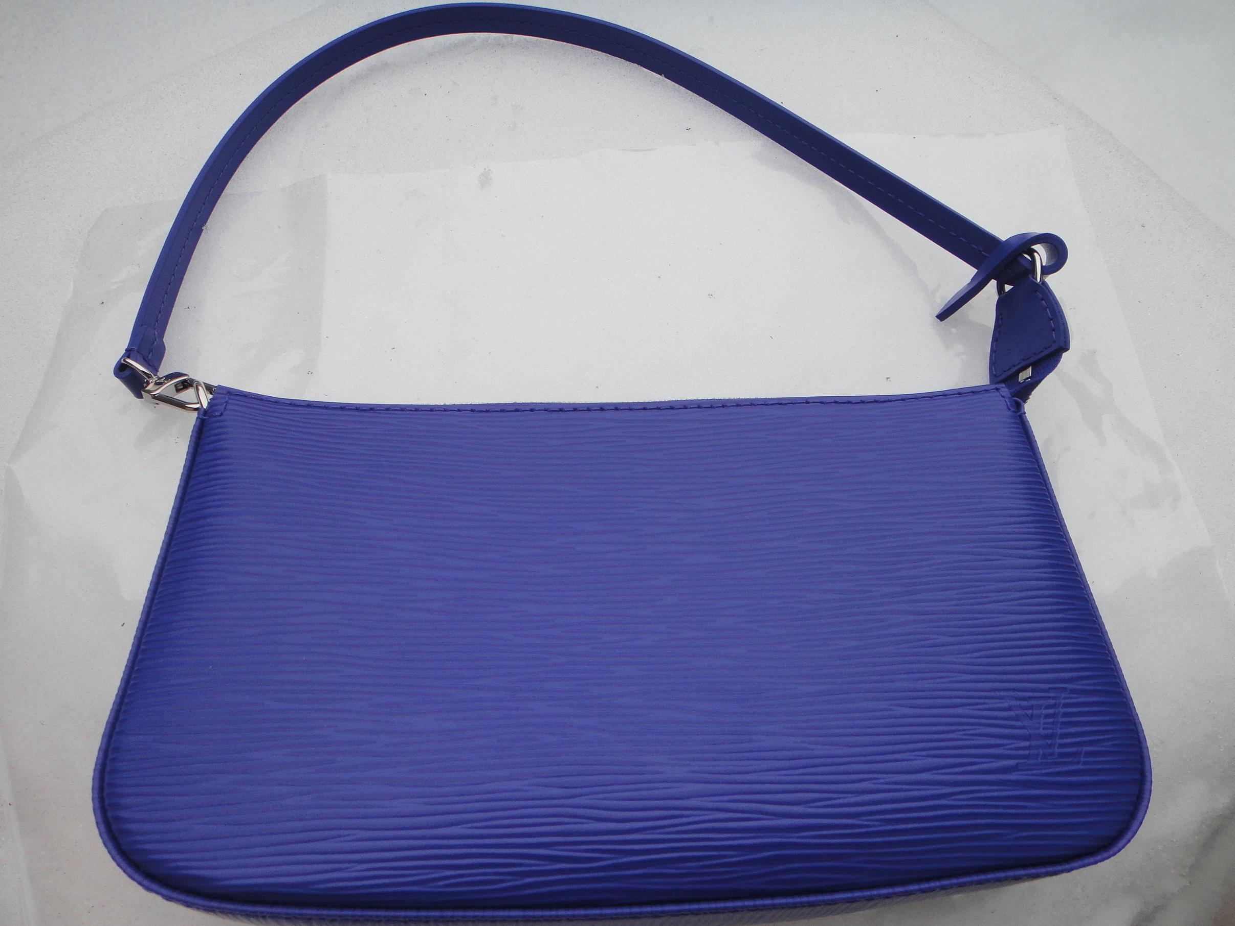 Louis Vuitton Pochette Accessoires - FIGUE