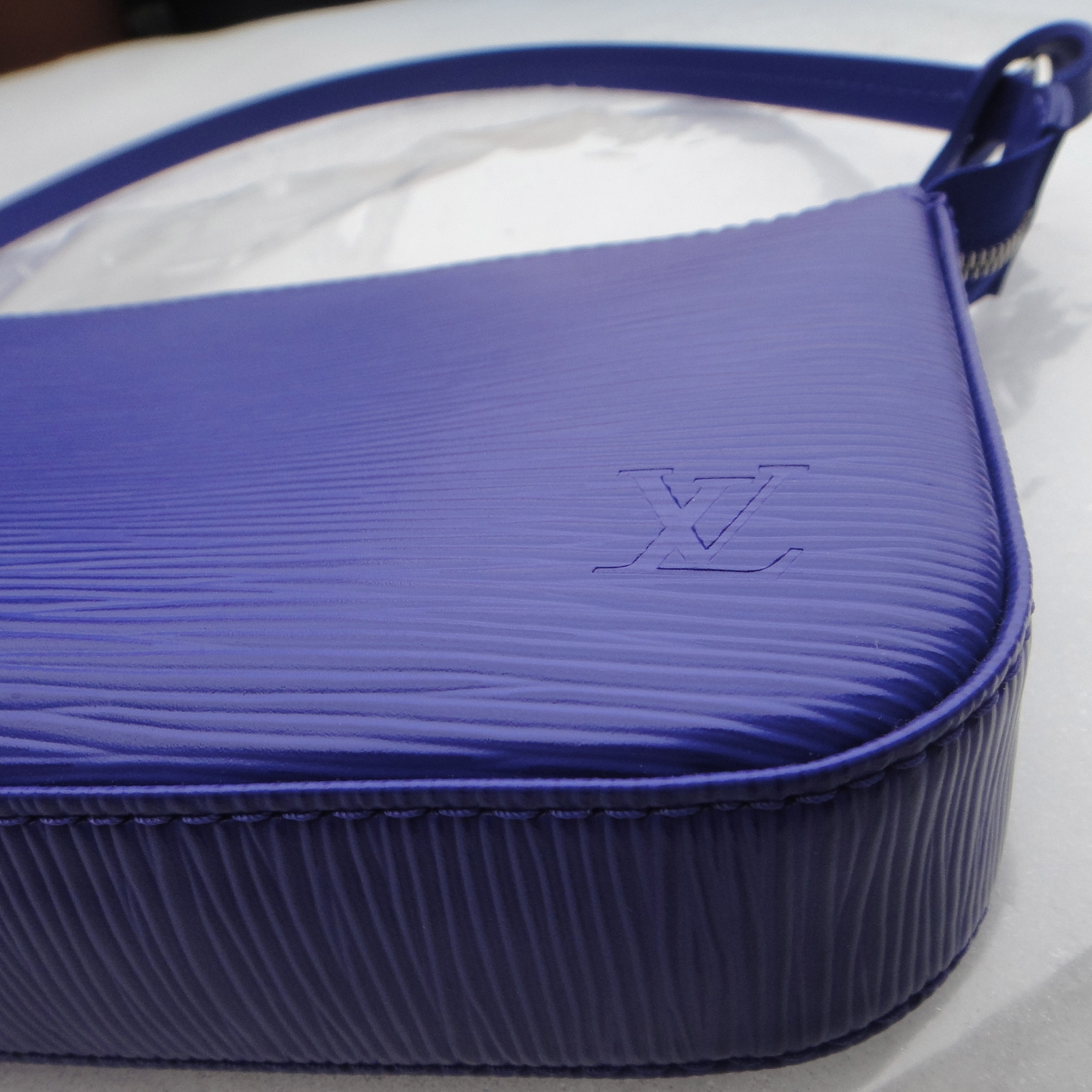 new shaped Louis Vuitton Epi Pochette Accessoires FIGUE