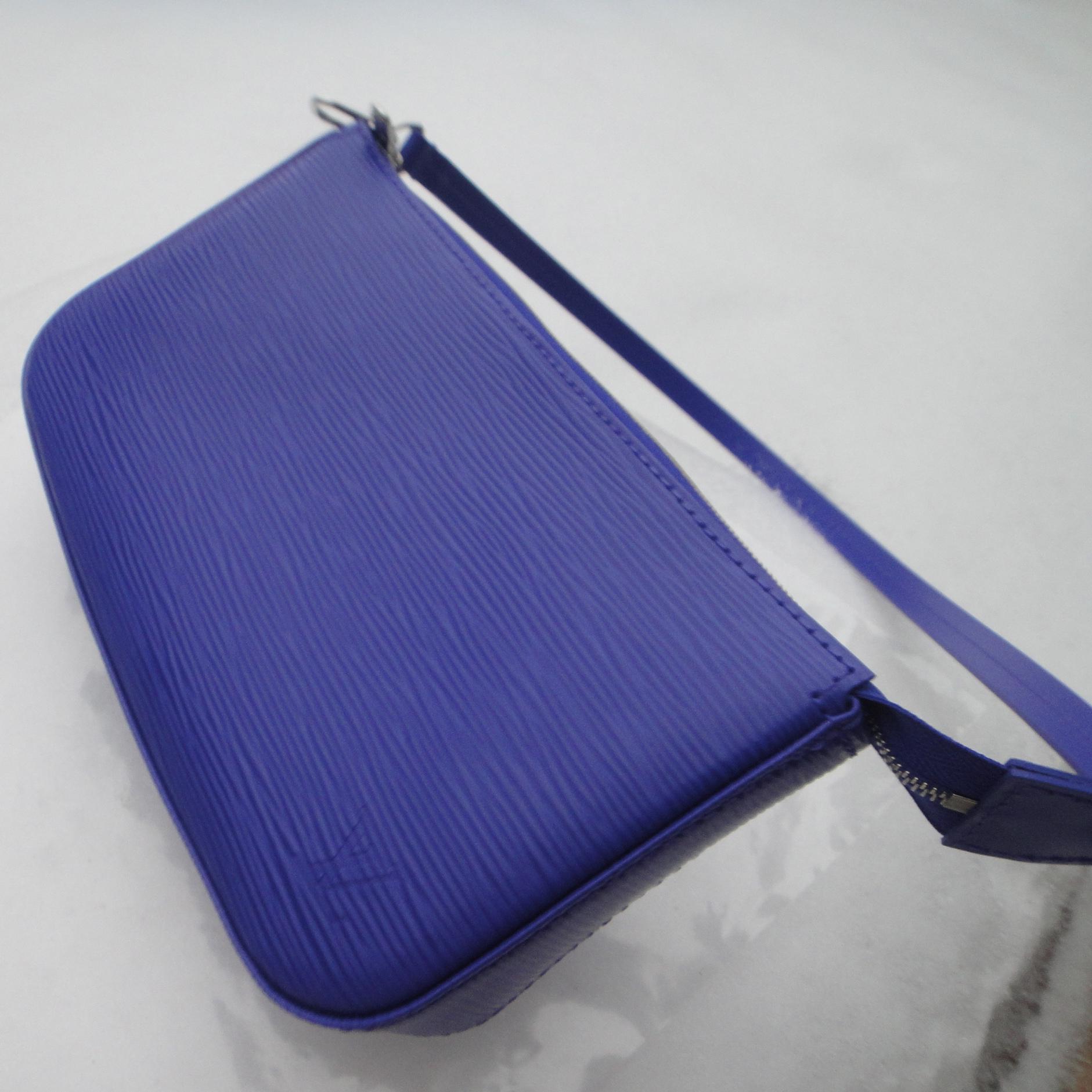 LV Pochette Accessoires Epi FIGUE