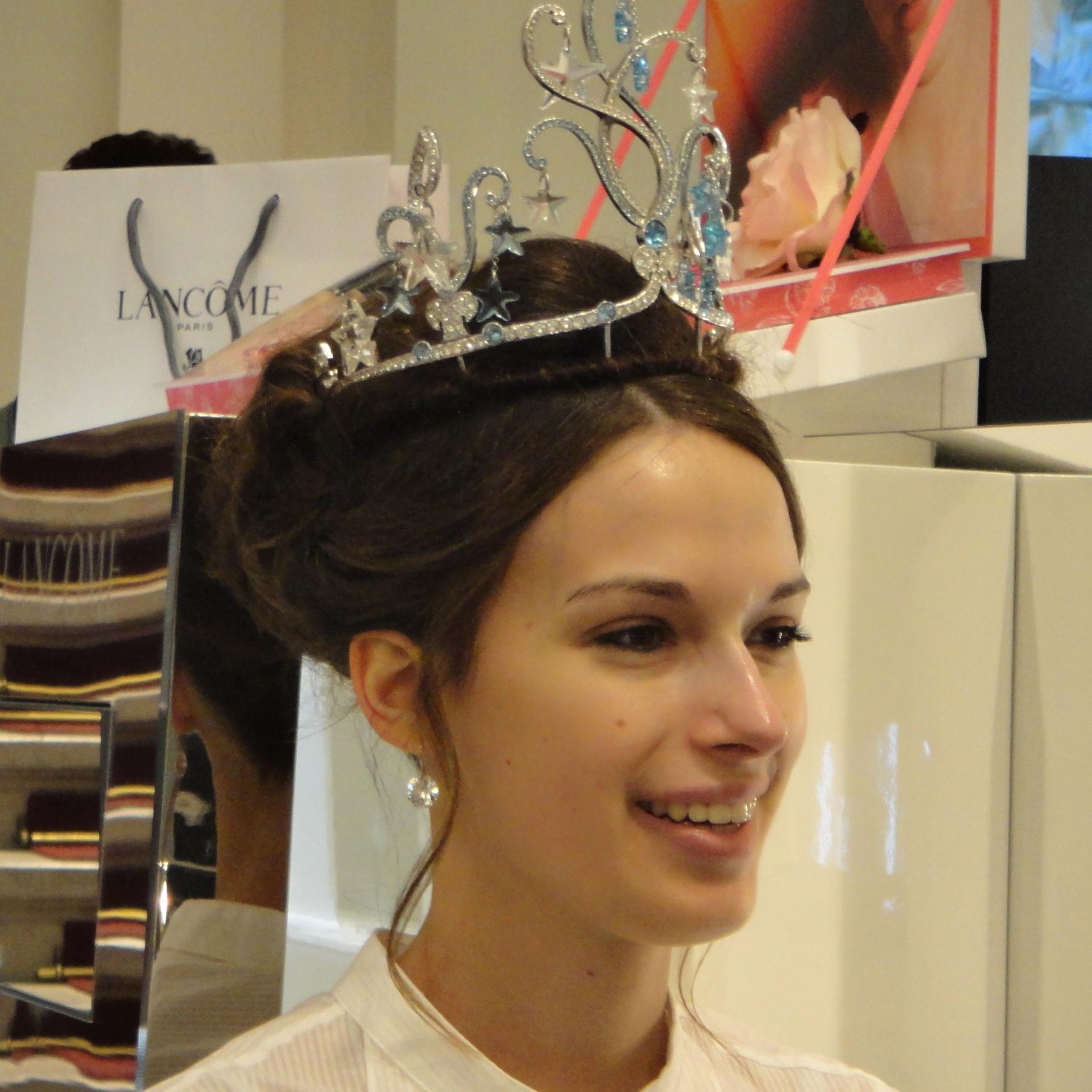 Debutante Cornelia Pech Debütantin des diesjährigen Opernballs