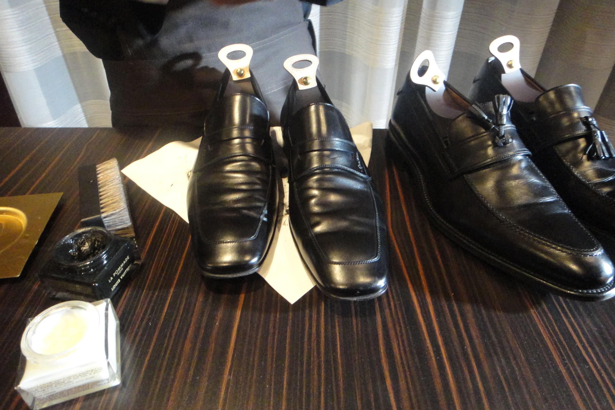 shoe polishing station