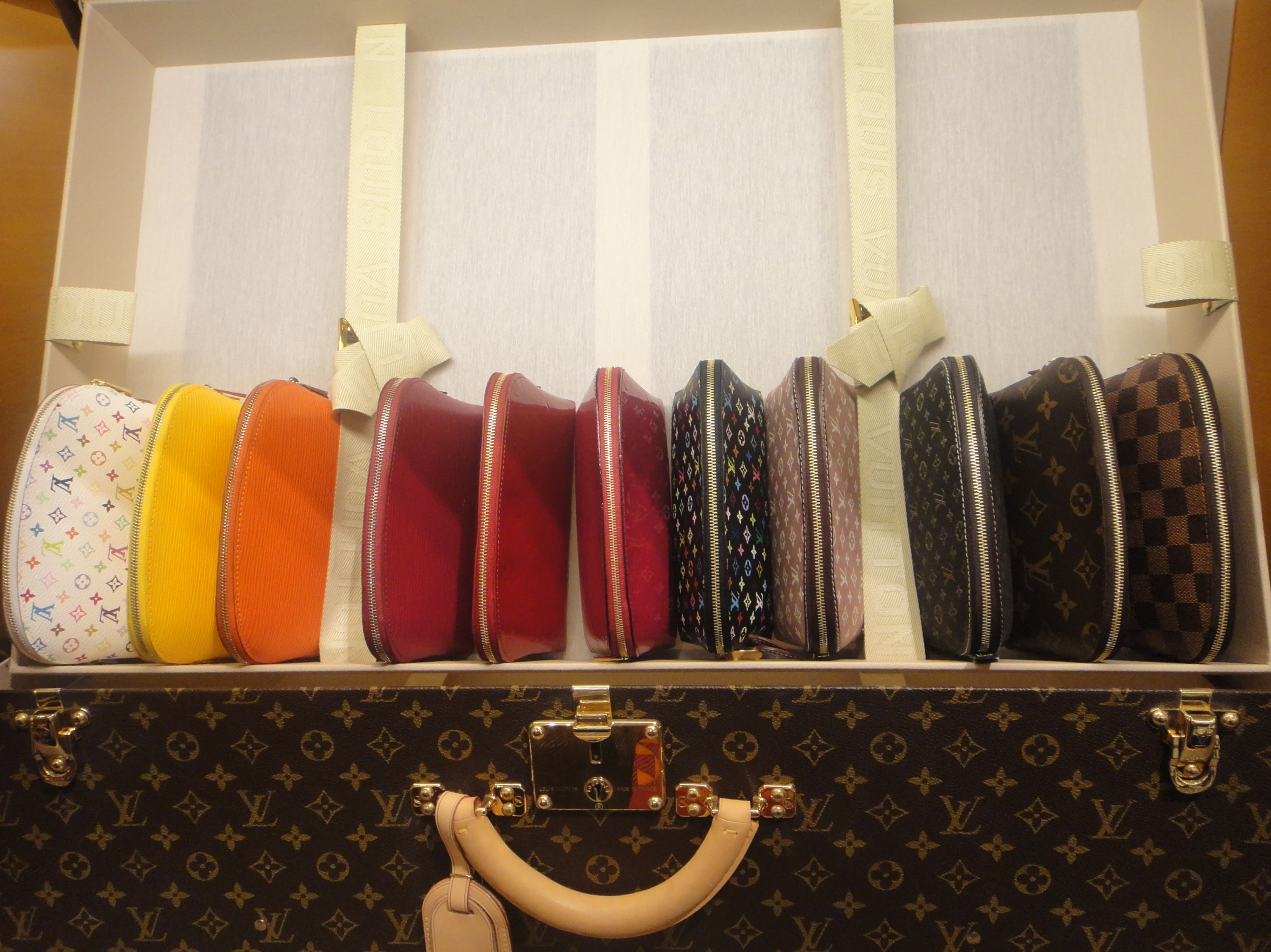 various cosmetic bags - verschiedene Kosmetiktaschen