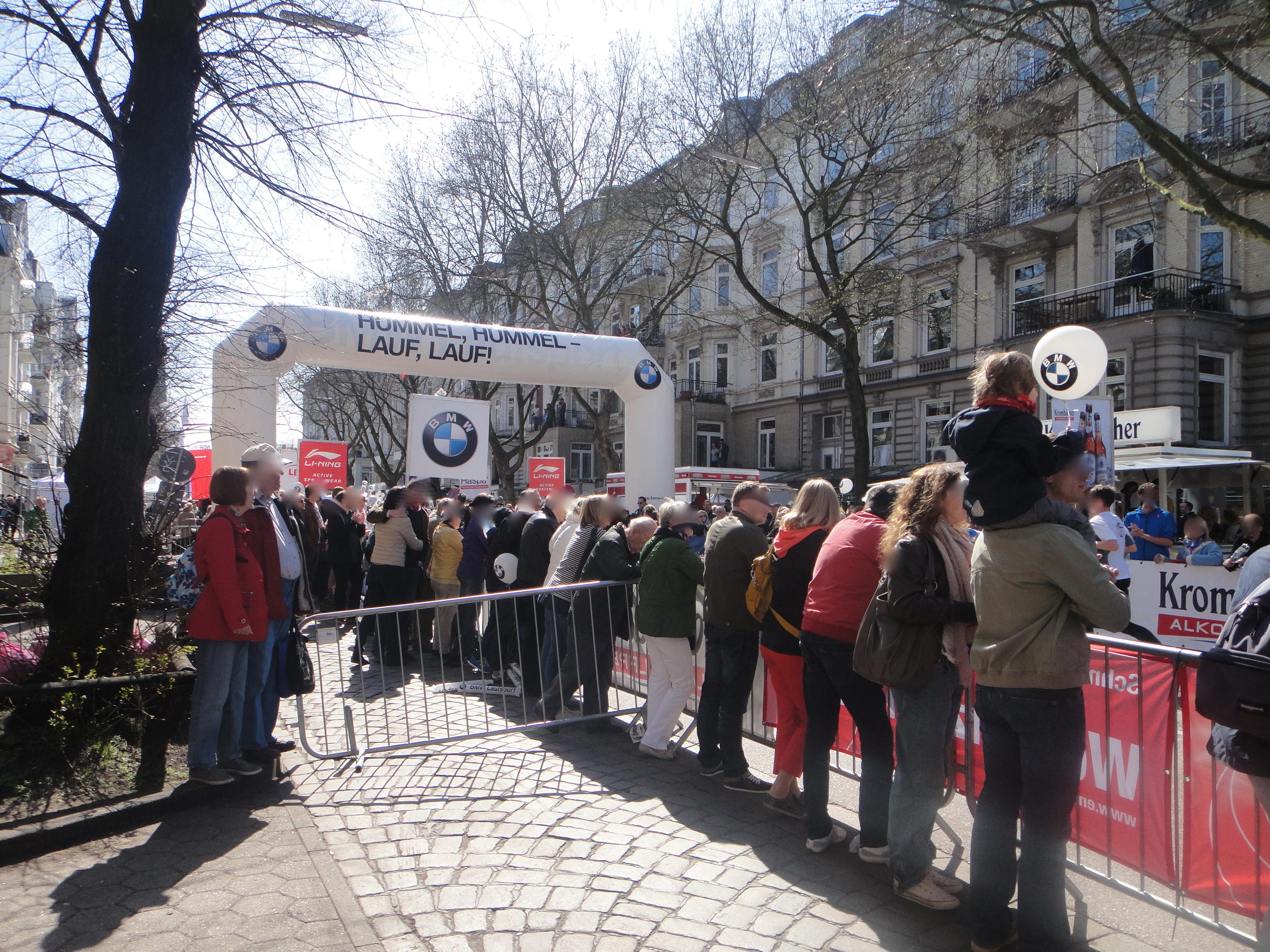 cheering the participants of the Hamburg Marathon! - Die Hamburg Marathon Läufer bejubeln!