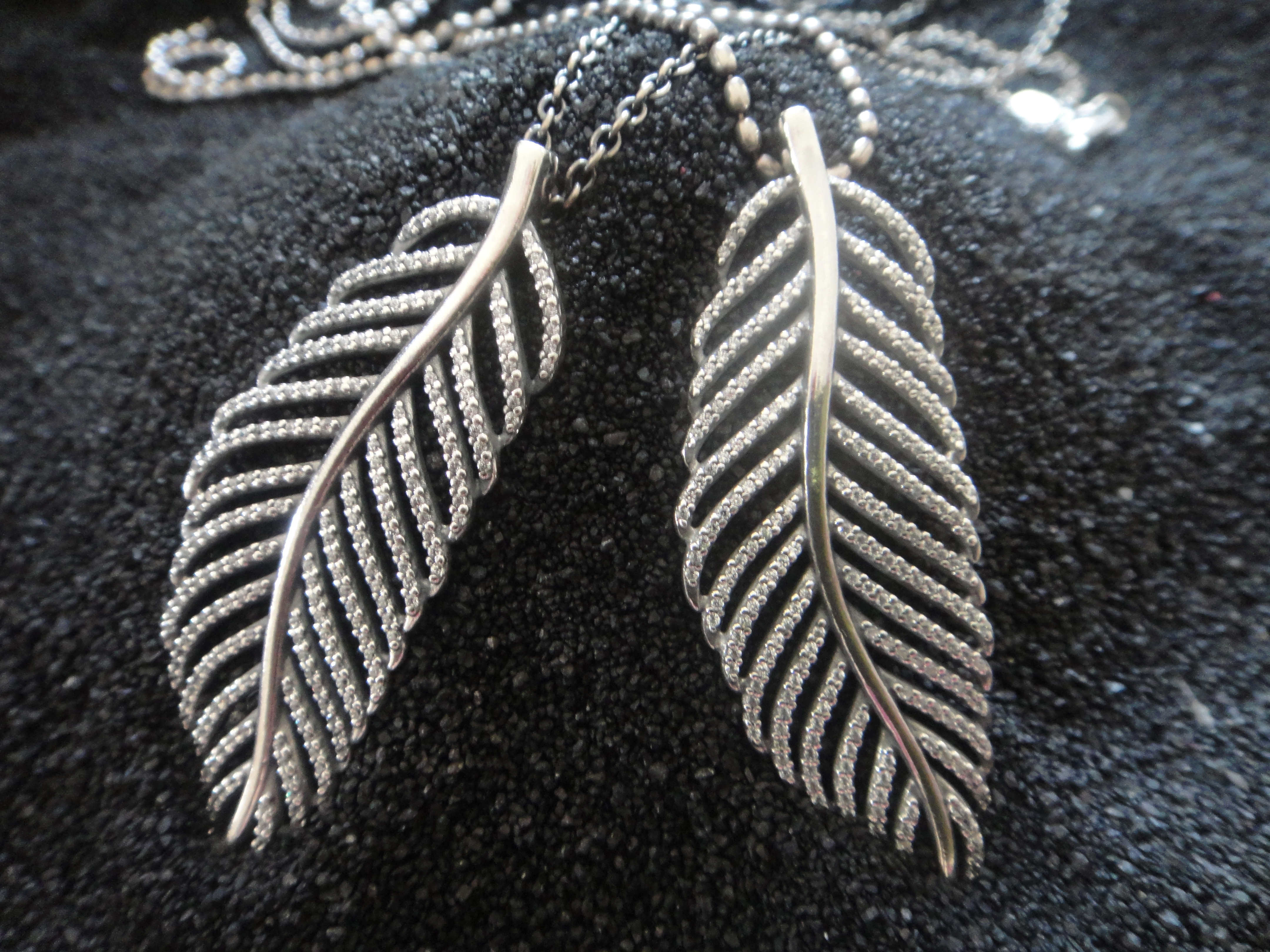Pandora Feather Story, necklaces