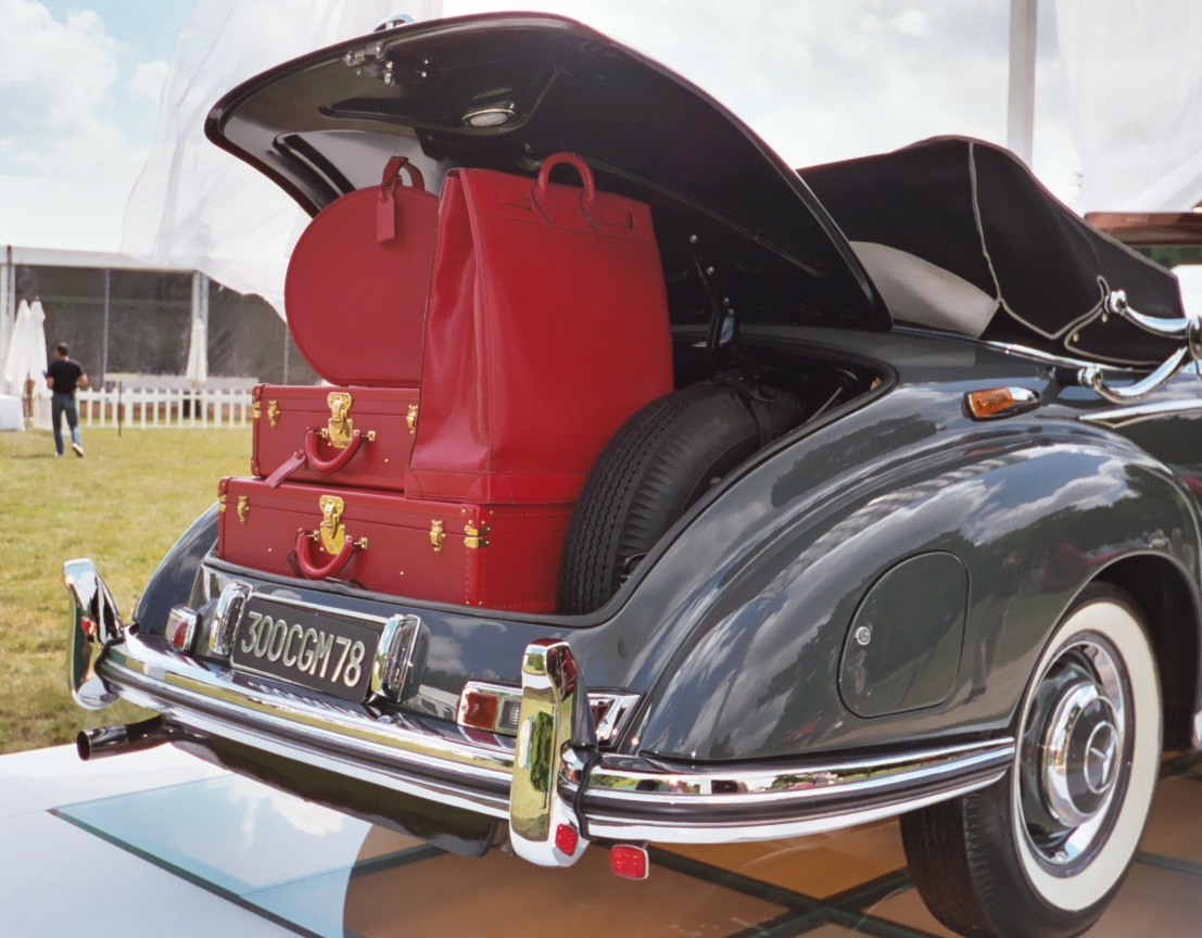 Mercedes 300 S Cabriolet, Louis Vuitton Epi red luggage at Bagatelle