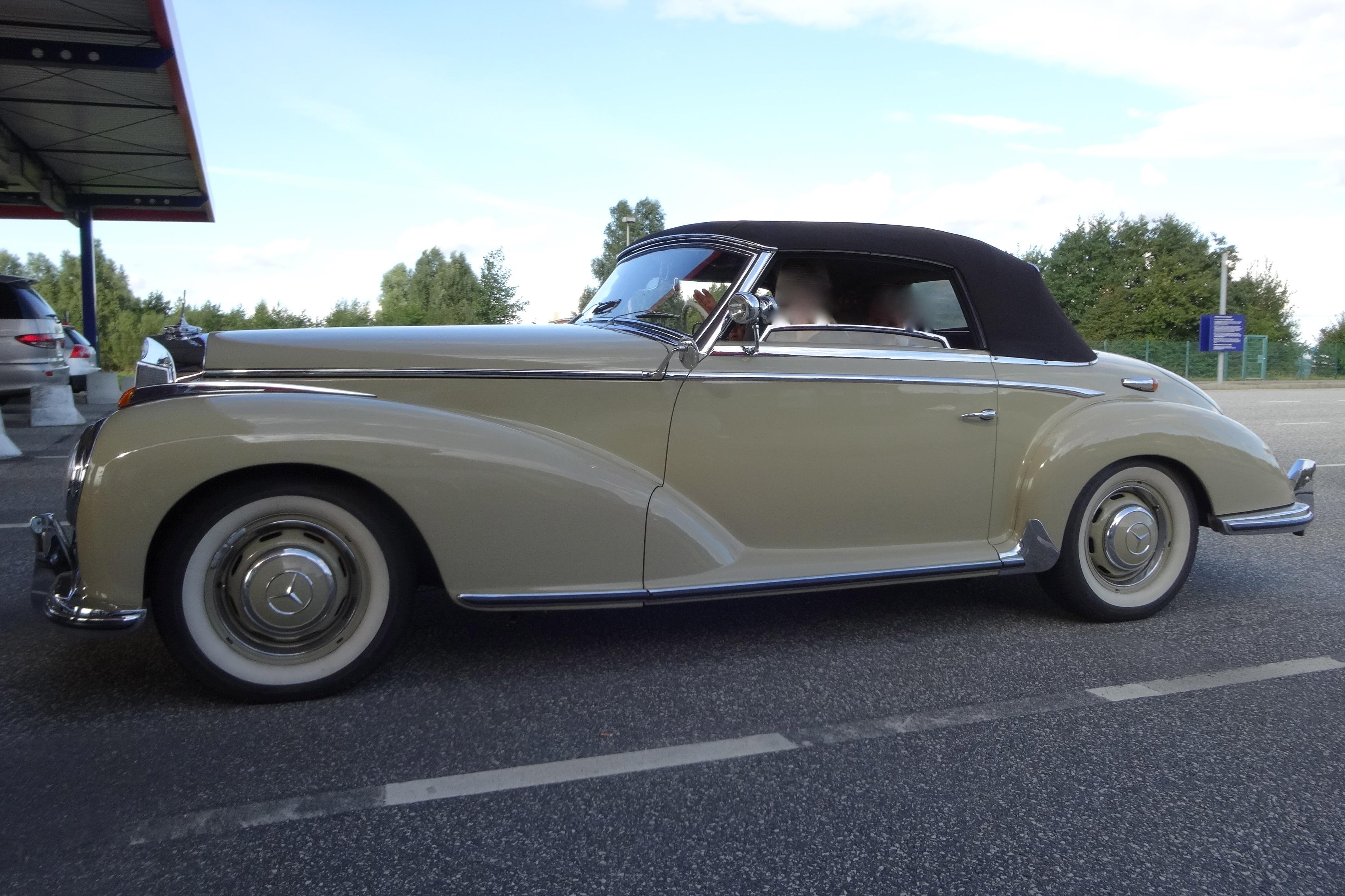 Mercedes 300 S Roadster - driven by a lady / von einer Dame gefahren