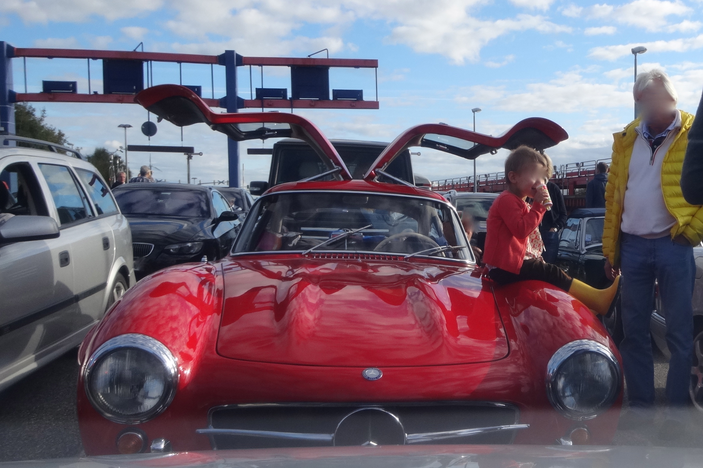 Mercedes 300 SL Gullwing occupied by a very young lady / besetzt durch eine sehr junge Dame