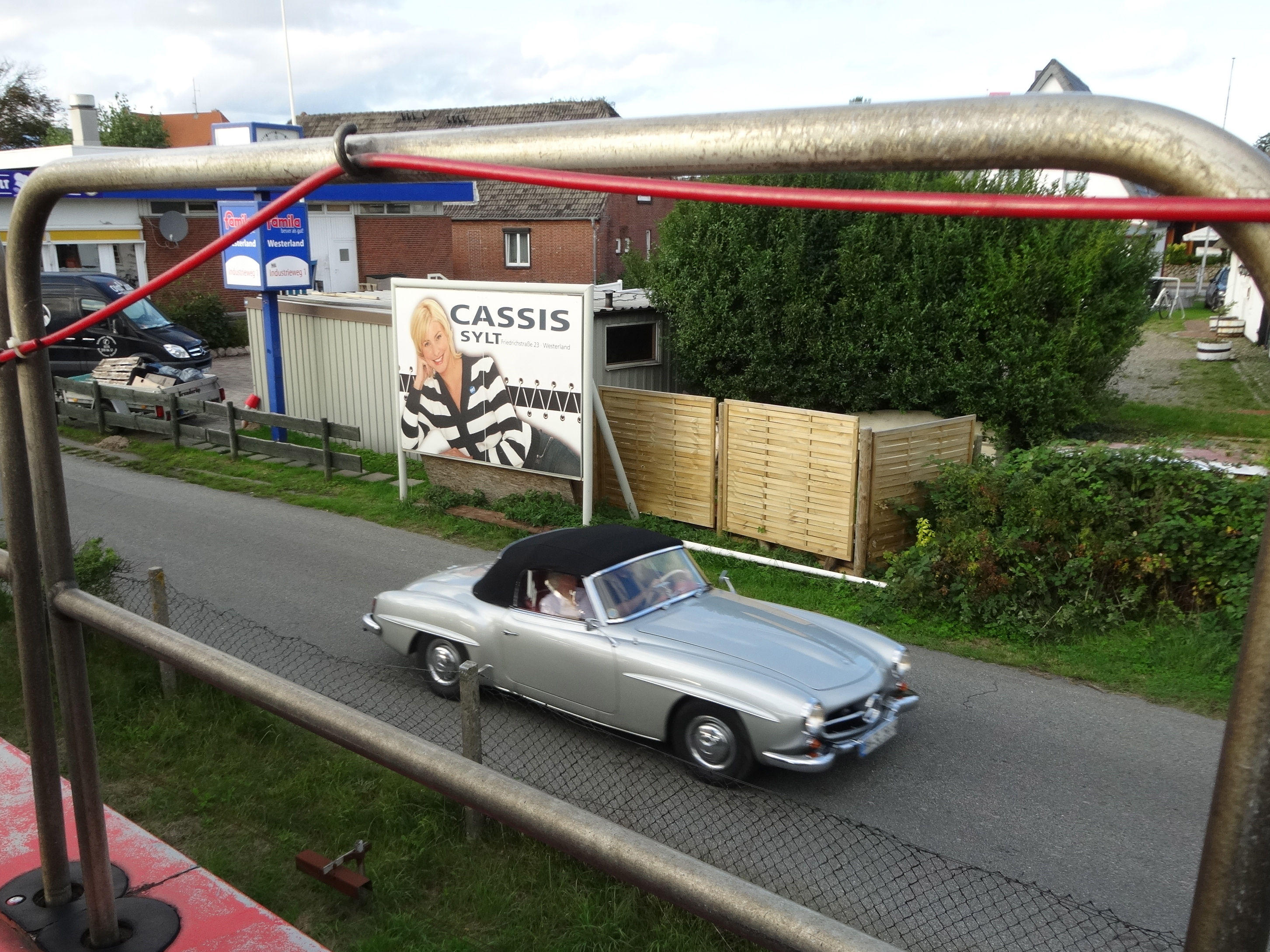 Mercedes 190 SL leaving the train