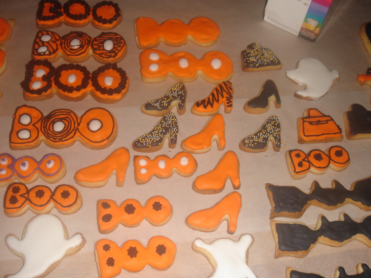 decorating the cookies / Kekse dekorieren