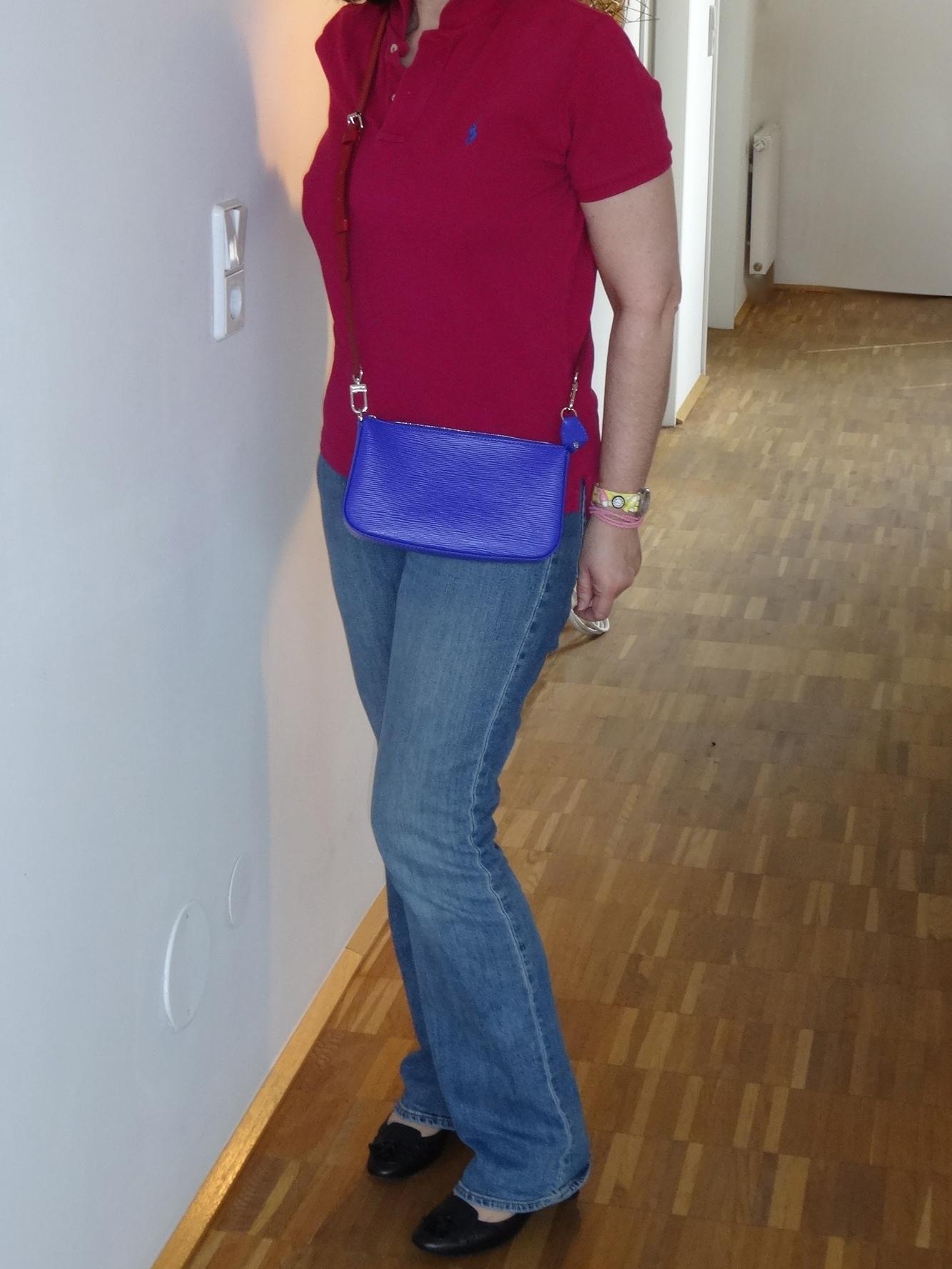 Pochette Accessoires NM in  figue mit langem verstellbaren Schulterriemen