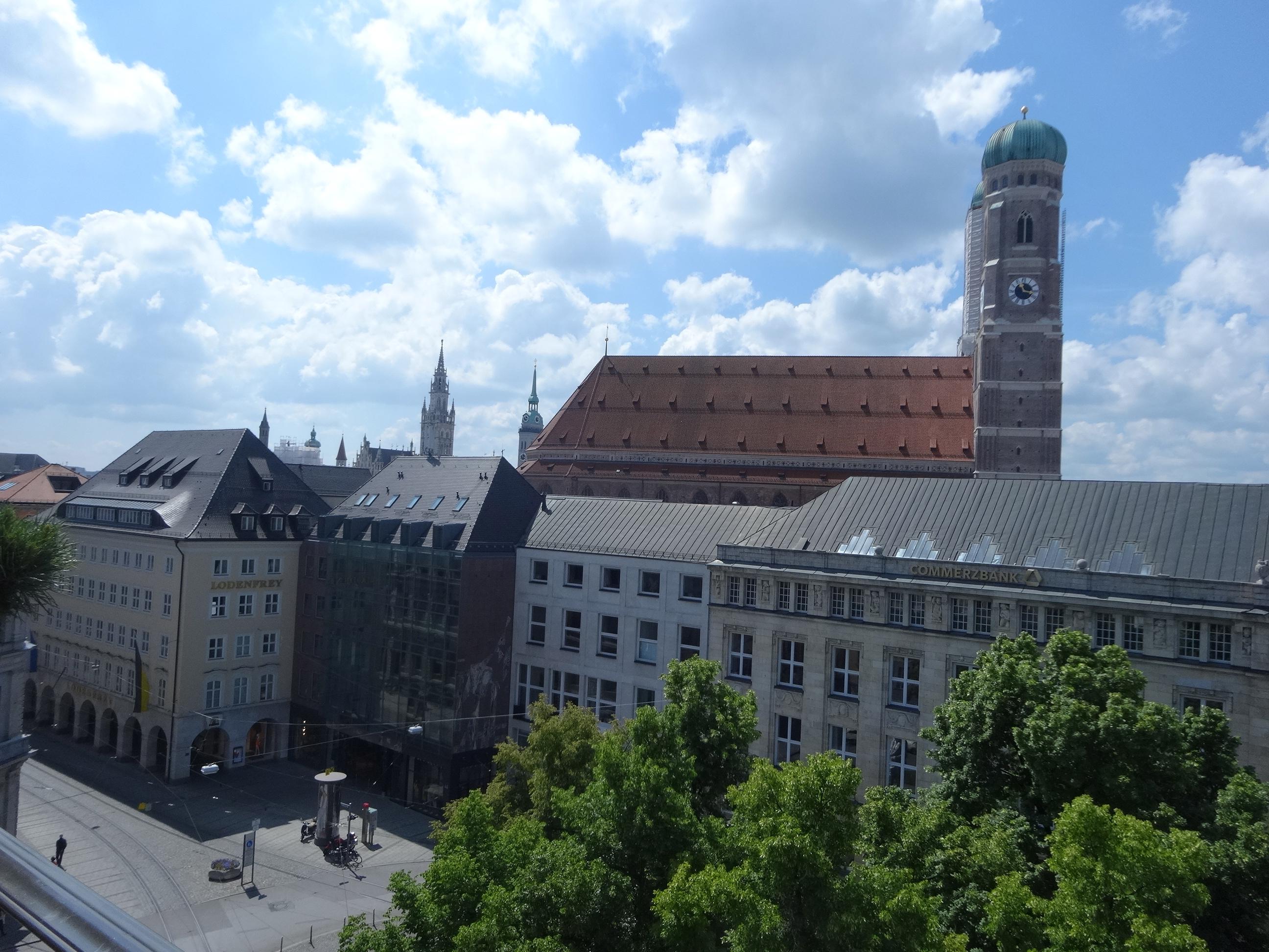 Bayerischer Hof Dachterasse - Blick auf die Frauenkirche