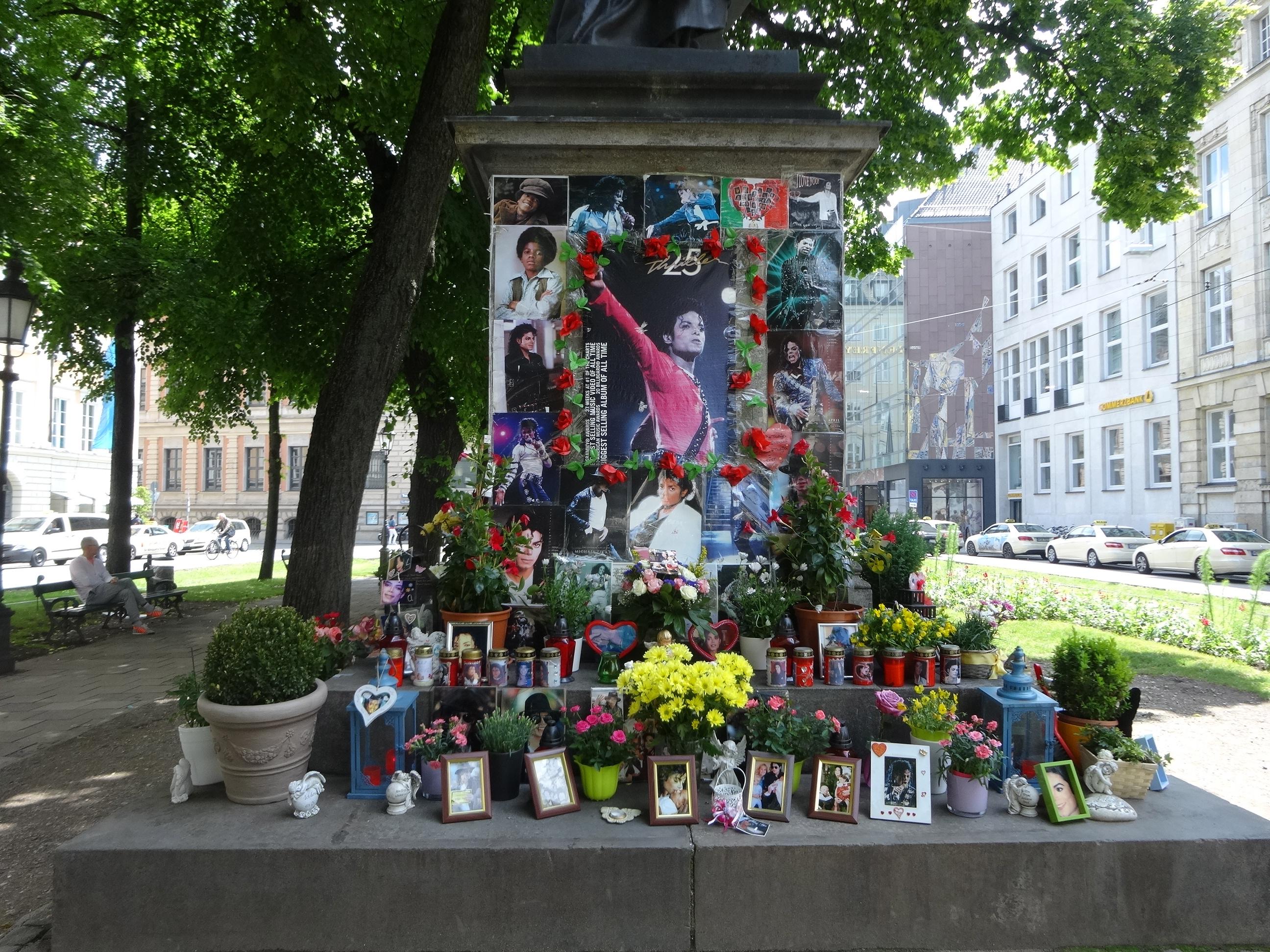 Michael Jackson / Orlando di Lasso Statue München, Promenadeplatz