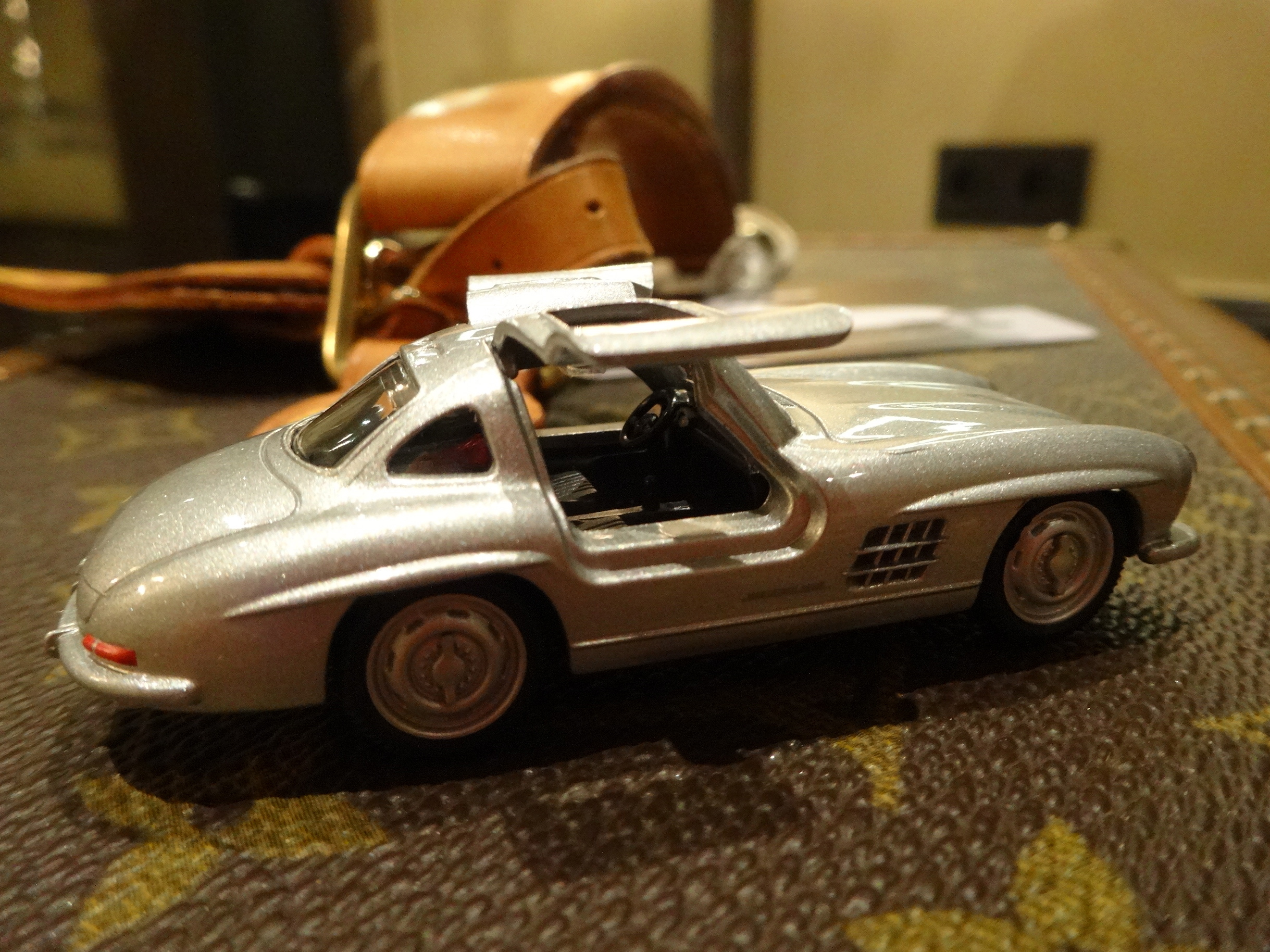 Two classics traveling - Mercedes-Benz 300 SL and LV Boite Pharmacie