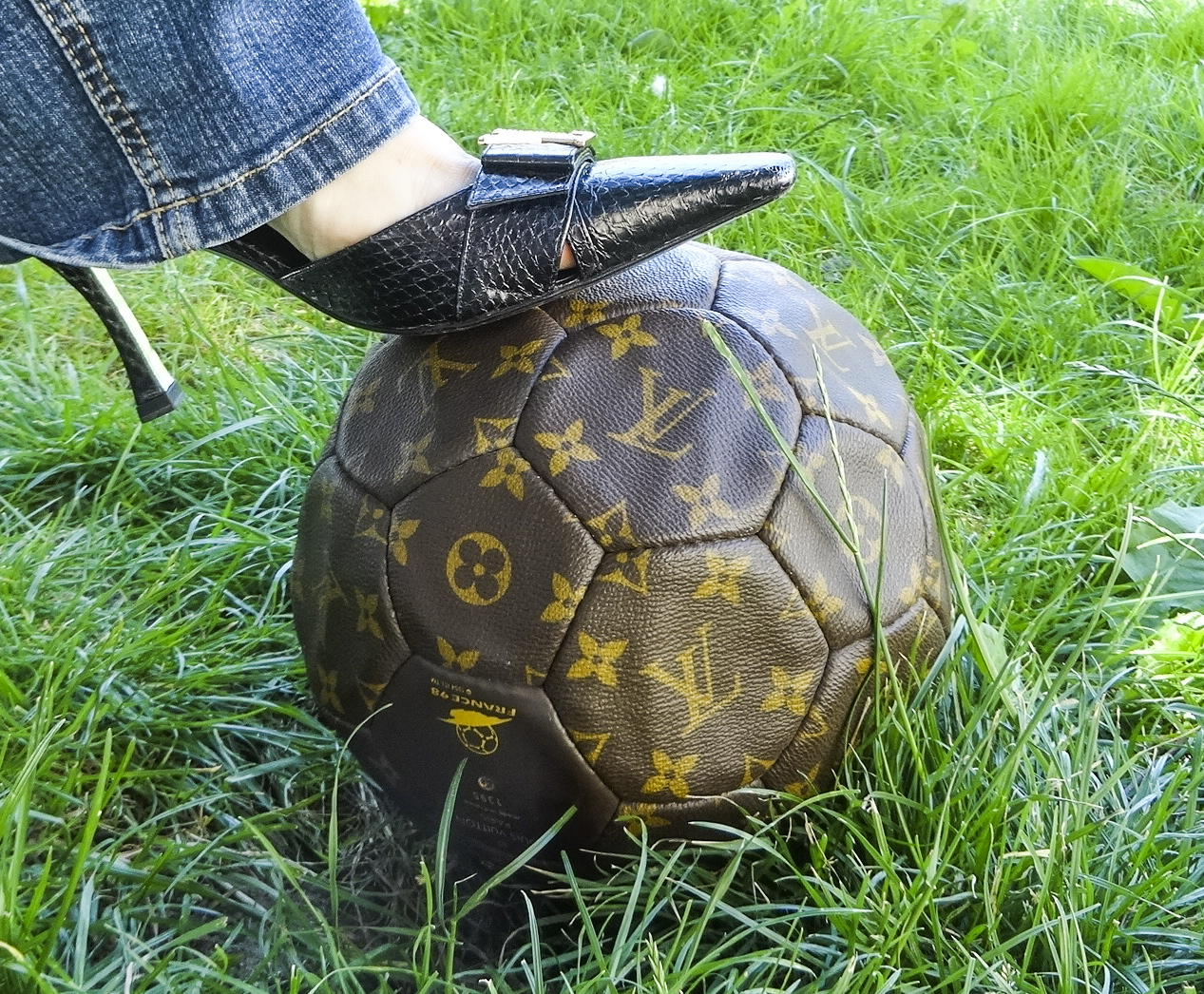 Louis Vuitton Football ballon foot et filet 1 HappyFace313