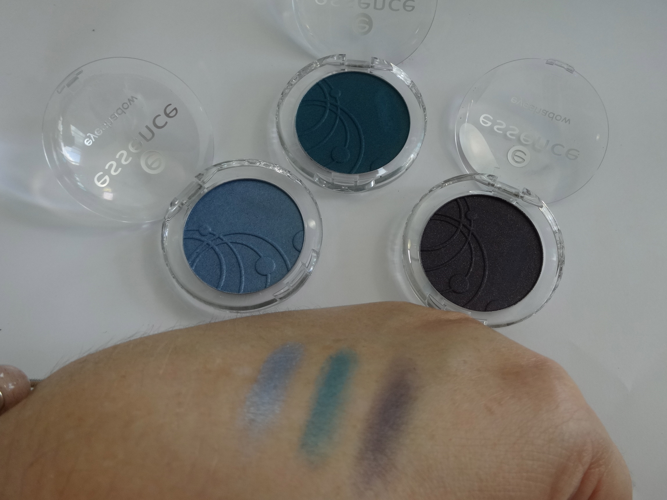 mono eyeshadows apllied dry