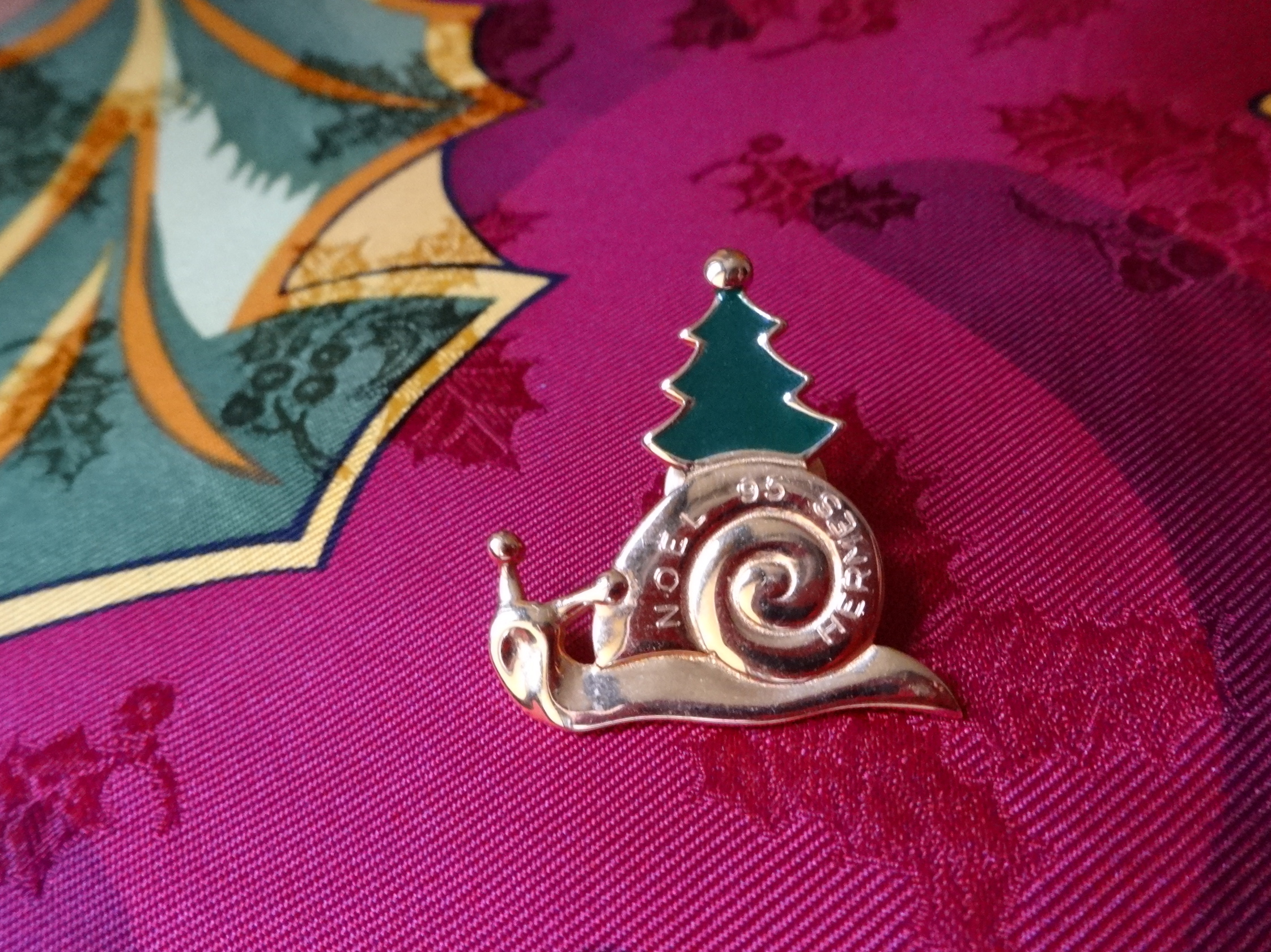 Hermès Christmas pin - l'Annee de la Route 1995/On the Road Again