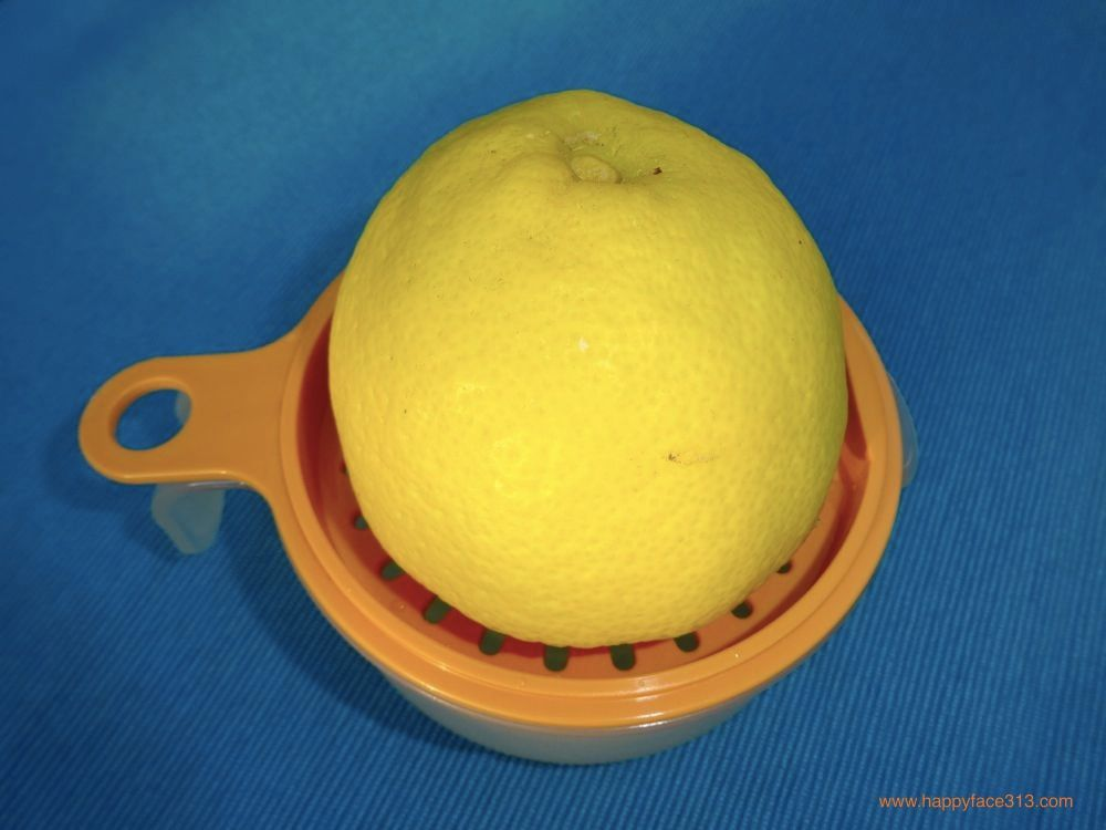 squeezing out the lemon / die Zitrone entsaften