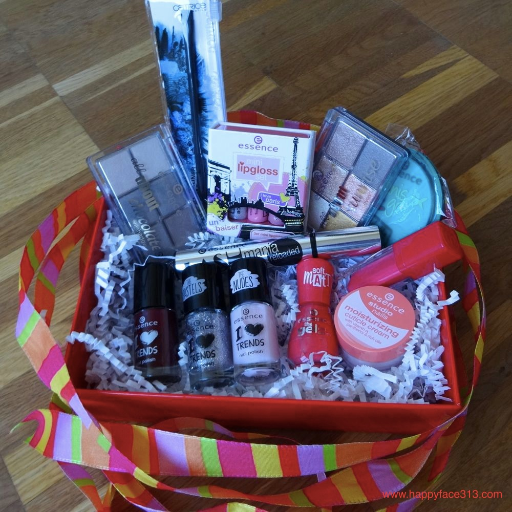 Giveaway essence cosmetics Red Box