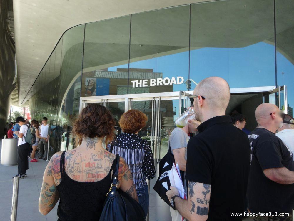 waiting in line for tickets / anstellen für Eintrittskarten