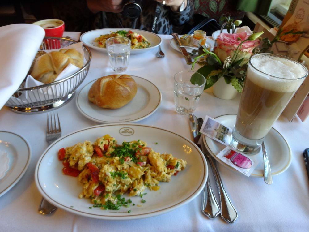 breakfast with Wivi - Café Landtmann - Frühstück hit Wivi