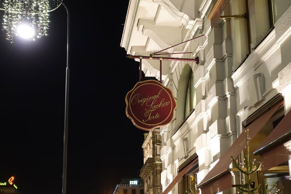 HappyFace313-2-Window-shopping-Vienna-Sacher