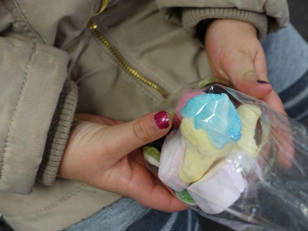 Goodie bag for the way home / Süßigkeiten für die Heimfahrt